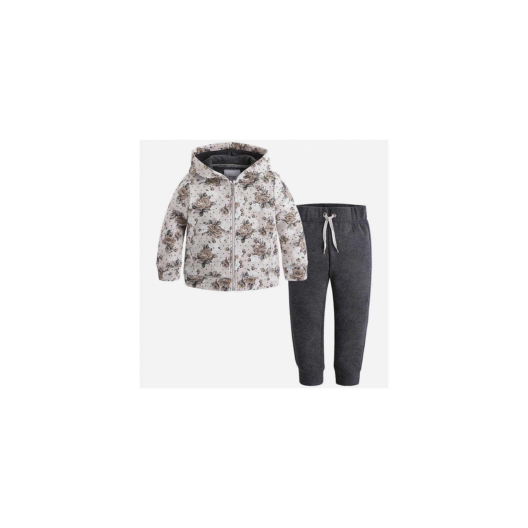 Спортивный костюм Mayoral для девочкиКомплекты<br>Характеристики товара:<br><br>• цвет: черный<br>• комплектация: курточка и брюки<br>• состав ткани курточки: 45% хлопок, 42% полиэстер, 13% металлизированная нить<br>• состав ткани брюк: 57% хлопок, 38% полиэстер, 5% эластан<br>• длинные рукава<br>• застежка: молния<br>• пояс: резинка и шнурок<br>• особенности модели: спортивный стиль<br>• сезон: круглый год<br>• страна бренда: Испания<br>• страна изготовитель: Китай<br><br>Удобный спортивный костюм - отличный вариант одежды для отдыха и занятий спортом. Курточка с капюшоном из этого комплекта украшена модным принтом. Удобный детский спортивный костюм от известного бренда Майорал выглядит аккуратно и стильно. <br><br>В одежде от испанской компании Майорал ребенок будет выглядеть модно, а чувствовать себя - комфортно. Целая команда европейских талантливых дизайнеров работает над созданием стильных и оригинальных моделей одежды.<br><br>Спортивный костюм для девочки Mayoral (Майорал) можно купить в нашем интернет-магазине.<br><br>Ширина мм: 247<br>Глубина мм: 16<br>Высота мм: 140<br>Вес г: 225<br>Цвет: черный<br>Возраст от месяцев: 96<br>Возраст до месяцев: 108<br>Пол: Женский<br>Возраст: Детский<br>Размер: 134,92,98,104,110,116,122,128<br>SKU: 6922921