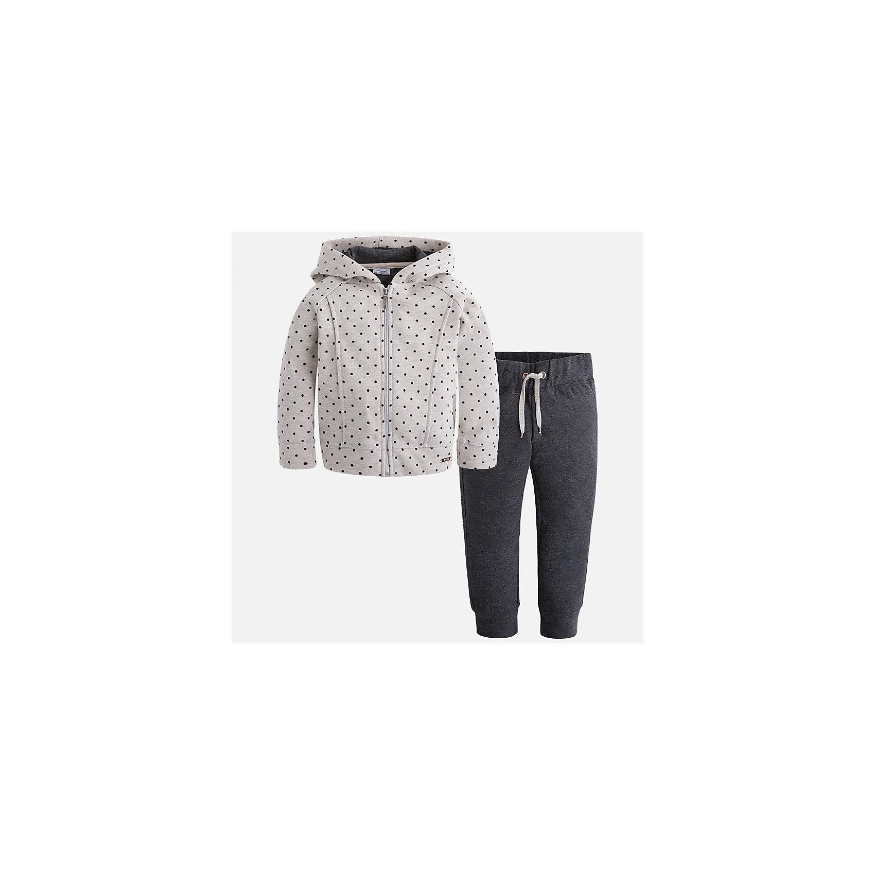 Спортивный костюм Mayoral для девочкиСпортивная форма<br>Характеристики товара:<br><br>• цвет: черный<br>• комплектация: курточка и брюки<br>• состав ткани курточки: 45% хлопок, 42% полиэстер, 13% металлизированная нить<br>• состав ткани брюк: 57% хлопок, 38% полиэстер, 5% эластан<br>• длинные рукава<br>• застежка: молния<br>• пояс: резинка и шнурок<br>• особенности модели: спортивный стиль<br>• сезон: круглый год<br>• страна бренда: Испания<br>• страна изготовитель: Индия<br><br>Детский спортивный костюм от известного бренда Майорал выглядит аккуратно и стильно. Удобный спортивный костюм - отличный вариант одежды для отдыха и занятий спортом, он состоит из брюк и курточки с капюшоном.<br><br>В одежде от испанской компании Майорал ребенок будет выглядеть модно, а чувствовать себя - комфортно. Целая команда европейских талантливых дизайнеров работает над созданием стильных и оригинальных моделей одежды.<br><br>Спортивный костюм для девочки Mayoral (Майорал) можно купить в нашем интернет-магазине.<br><br>Ширина мм: 247<br>Глубина мм: 16<br>Высота мм: 140<br>Вес г: 225<br>Цвет: темно-серый<br>Возраст от месяцев: 96<br>Возраст до месяцев: 108<br>Пол: Женский<br>Возраст: Детский<br>Размер: 134,92,98,104,110,116,122,128<br>SKU: 6922948