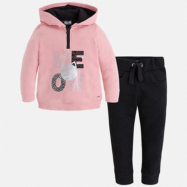Спортивный костюм Mayoral для девочкиСпортивная форма<br>Характеристики товара:<br><br>• цвет: черный<br>• комплектация: курточка и брюки<br>• состав ткани курточки: 48% хлопок, 37% полиэстер, 5% эластан; подкладка - 60% хлопок, 40% полиэстер<br>• состав ткани брюк: 58% хлопок, 38% полиэстер, 4% эластан<br>• длинные рукава<br>• застежка: молния<br>• пояс: резинка и шнурок<br>• особенности модели: спортивный стиль<br>• сезон: круглый год<br>• страна бренда: Испания<br>• страна изготовитель: Индия<br><br>Курточка с принтом из этого комплекта дополнена капюшоном. Удобный детский спортивный костюм от известного бренда Майорал выглядит аккуратно и стильно. Модный спортивный костюм - отличный вариант одежды для отдыха и занятий спортом. <br><br>Для производства детской одежды популярный бренд Mayoral использует только качественную фурнитуру и материалы. Оригинальные и модные вещи от Майорал неизменно привлекают внимание и нравятся детям.<br><br>Спортивный костюм для девочки Mayoral (Майорал) можно купить в нашем интернет-магазине.<br><br>Ширина мм: 247<br>Глубина мм: 16<br>Высота мм: 140<br>Вес г: 225<br>Цвет: черный<br>Возраст от месяцев: 24<br>Возраст до месяцев: 36<br>Пол: Женский<br>Возраст: Детский<br>Размер: 98,134,128,122,116,110,104<br>SKU: 6922981