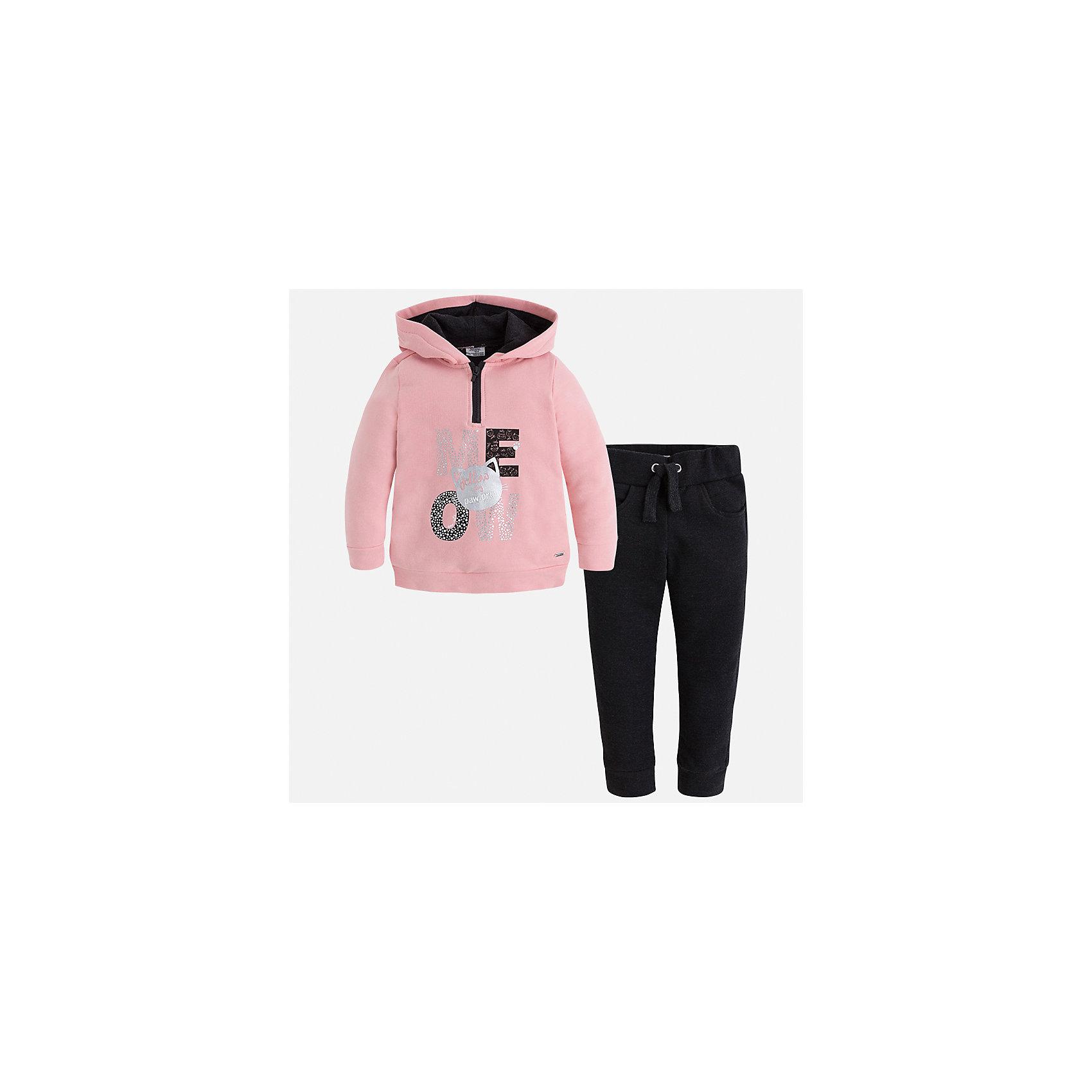 Спортивный костюм Mayoral для девочкиСпортивная форма<br>Характеристики товара:<br><br>• цвет: черный<br>• комплектация: курточка и брюки<br>• состав ткани курточки: 48% хлопок, 37% полиэстер, 5% эластан; подкладка - 60% хлопок, 40% полиэстер<br>• состав ткани брюк: 58% хлопок, 38% полиэстер, 4% эластан<br>• длинные рукава<br>• застежка: молния<br>• пояс: резинка и шнурок<br>• особенности модели: спортивный стиль<br>• сезон: круглый год<br>• страна бренда: Испания<br>• страна изготовитель: Индия<br><br>Курточка с принтом из этого комплекта дополнена капюшоном. Удобный детский спортивный костюм от известного бренда Майорал выглядит аккуратно и стильно. Модный спортивный костюм - отличный вариант одежды для отдыха и занятий спортом. <br><br>Для производства детской одежды популярный бренд Mayoral использует только качественную фурнитуру и материалы. Оригинальные и модные вещи от Майорал неизменно привлекают внимание и нравятся детям.<br><br>Спортивный костюм для девочки Mayoral (Майорал) можно купить в нашем интернет-магазине.<br><br>Ширина мм: 247<br>Глубина мм: 16<br>Высота мм: 140<br>Вес г: 225<br>Цвет: черный<br>Возраст от месяцев: 24<br>Возраст до месяцев: 36<br>Пол: Женский<br>Возраст: Детский<br>Размер: 98,134,104,110,116,122,128<br>SKU: 6922981