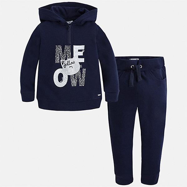 Спортивный костюм для девочки MayoralШкольная форма<br>Характеристики товара:<br><br>• цвет: синий<br>• комплектация: курточка и брюки<br>• состав ткани курточки: 48% хлопок, 37% полиэстер, 5% эластан; подкладка - 60% хлопок, 40% полиэстер<br>• состав ткани брюк: 58% хлопок, 38% полиэстер, 4% эластан<br>• длинные рукава<br>• застежка: молния<br>• пояс: резинка и шнурок<br>• особенности модели: спортивный стиль<br>• сезон: круглый год<br>• страна бренда: Испания<br>• страна изготовитель: Индия<br><br>Удобный спортивный костюм - отличный вариант одежды для отдыха и занятий спортом. Курточка с капюшоном из этого комплекта украшена модным принтом. Удобный детский спортивный костюм от известного бренда Майорал выглядит аккуратно и стильно. <br><br>Детская одежда от испанской компании Mayoral отличаются оригинальным и всегда стильным дизайном. Качество продукции неизменно очень высокое.<br><br>Спортивный костюм для девочки Mayoral (Майорал) можно купить в нашем интернет-магазине.<br>Ширина мм: 247; Глубина мм: 16; Высота мм: 140; Вес г: 225; Цвет: синий; Возраст от месяцев: 48; Возраст до месяцев: 60; Пол: Женский; Возраст: Детский; Размер: 110,116,104,98,134,128,122; SKU: 6922989;