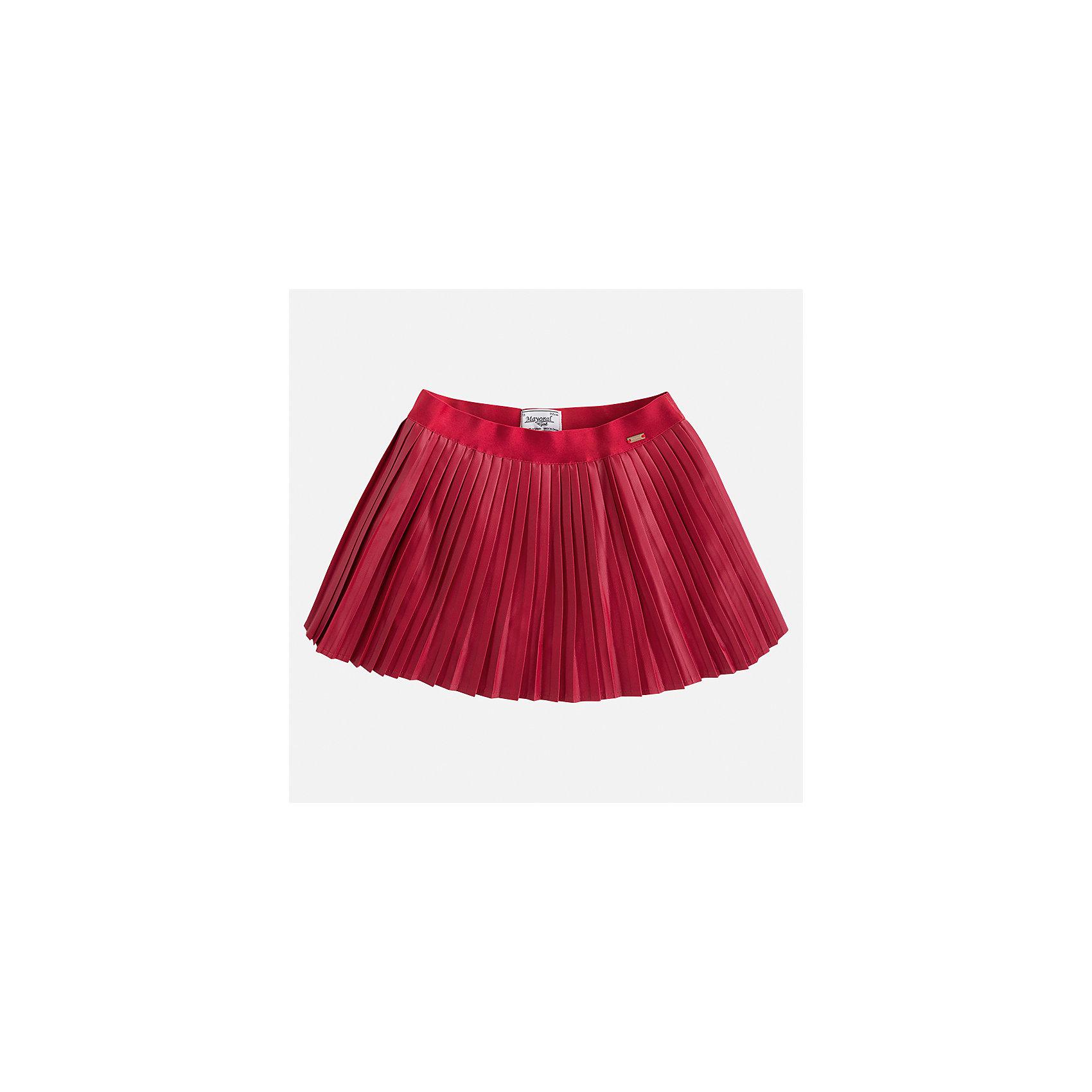 Юбка Mayoral для девочкиЮбки<br>Характеристики товара:<br><br>• цвет: красный<br>• состав ткани: 100% полиуретан, подклад - 100% хлопок<br>• сезон: круглый год<br>• плиссированная<br>• особенности модели: нарядная<br>• страна бренда: Испания<br>• страна изготовитель: Индия<br><br>Такая юбка отличается мелкими плиссированными складками. Детская юбка от бренда Майорал поможет девочке выглядеть женственно и стильно. <br><br>Детская одежда от испанской компании Mayoral отличаются оригинальным и всегда стильным дизайном. Качество продукции неизменно очень высокое.<br><br>Юбку для девочки Mayoral (Майорал) можно купить в нашем интернет-магазине.<br><br>Ширина мм: 207<br>Глубина мм: 10<br>Высота мм: 189<br>Вес г: 183<br>Цвет: красный<br>Возраст от месяцев: 96<br>Возраст до месяцев: 108<br>Пол: Женский<br>Возраст: Детский<br>Размер: 134,98,104,110,116,122,128<br>SKU: 6923082