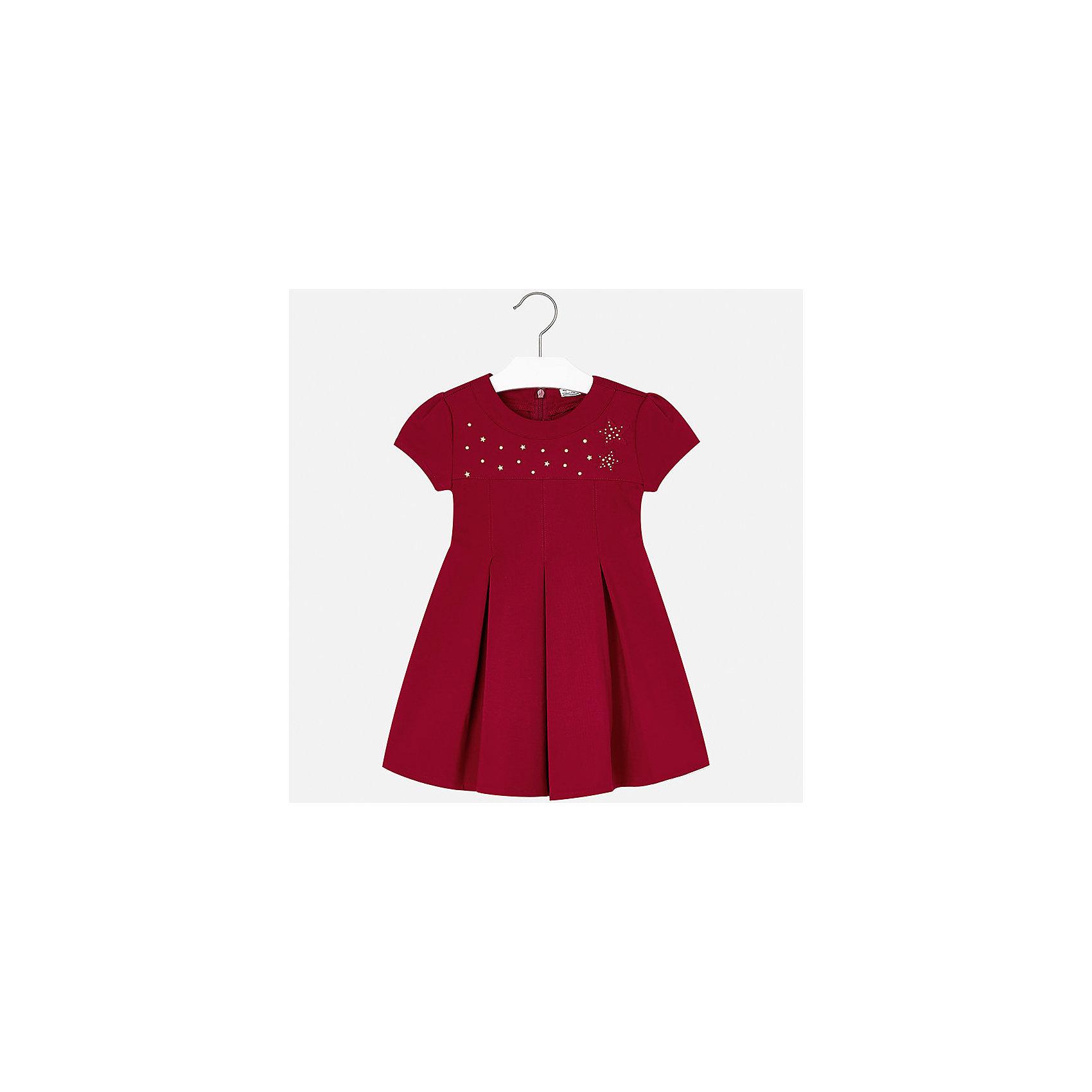 Платье для девочки MayoralОсенне-зимние платья и сарафаны<br>Характеристики товара:<br><br>• цвет: красный<br>• состав ткани: 65% вискоза, 30% полиамид, 5% эластан<br>• сезон: круглый год<br>• особенности модели: нарядная<br>• короткие рукава<br>• застежка: молния<br>• страна бренда: Испания<br>• страна изготовитель: Китай<br><br>Нарядное модное платье отличается крупными складками на подоле и интересным декором. Детское платье от бренда Майорал поможет девочке выглядеть женственно и стильно. <br><br>В одежде от испанской компании Майорал ребенок будет выглядеть модно, а чувствовать себя - комфортно. Целая команда европейских талантливых дизайнеров работает над созданием стильных и оригинальных моделей одежды.<br><br>Платье для девочки Mayoral (Майорал) можно купить в нашем интернет-магазине.<br><br>Ширина мм: 236<br>Глубина мм: 16<br>Высота мм: 184<br>Вес г: 177<br>Цвет: красный<br>Возраст от месяцев: 96<br>Возраст до месяцев: 108<br>Пол: Женский<br>Возраст: Детский<br>Размер: 98,104,110,116,122,128,134<br>SKU: 6923208
