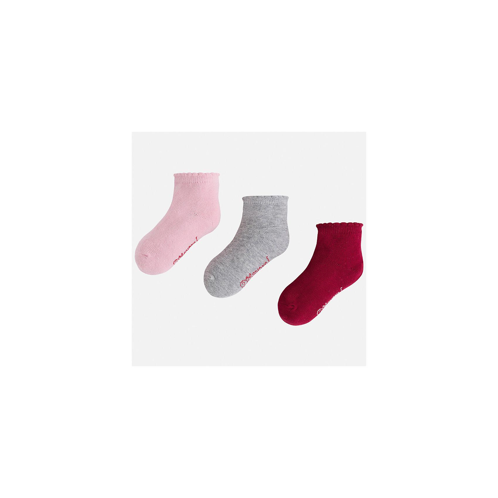 Носки (3 пары) Mayoral для девочкиНоски<br>Характеристики товара:<br><br>• цвет: красный<br>• состав ткани: 74% хлопок, 20% полиэстер, 3% полиамид, 3% эластан<br>• сезон: круглый год<br>• комплектация: 3 пары<br>• страна бренда: Испания<br>• страна изготовитель: Индия<br><br>Эти детские носки от популярного испанского бренда Mayoral состоят преимущественно из натурального дышащего хлопка. Они комфортно сидят благодаря мягкой резинке.<br><br>Для производства детской одежды популярный бренд Mayoral используют только качественную фурнитуру и материалы. Оригинальные и модные вещи от Майорал неизменно привлекают внимание и нравятся детям.<br><br>Носки (3 пары) для девочки Mayoral (Майорал) можно купить в нашем интернет-магазине.<br><br>Ширина мм: 87<br>Глубина мм: 10<br>Высота мм: 105<br>Вес г: 115<br>Цвет: красный<br>Возраст от месяцев: 96<br>Возраст до месяцев: 108<br>Пол: Женский<br>Возраст: Детский<br>Размер: 33-35,24-26,27-29,30-32<br>SKU: 6925557