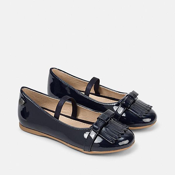Туфли для девочки MayoralНарядная обувь<br>Характеристики товара:<br><br>• цвет: синий<br>• внешний материал: полиуретан<br>• внутренний материал: натуральная кожа<br>• стелька: натуральная кожа<br>• подошва: полимер<br>• сезон: лето<br>• особенности модели: нарядная, лакированная<br>• застежка: резинка<br>• анатомические <br>• страна бренда: Испания<br>• страна изготовитель: Китай<br><br>Лакированные детские туфли от бренда Mayoral - отличный вариант нарядной обуви. Для производства детской обуви популярный бренд Mayoral использует только качественную фурнитуру и материалы. Правильная детская обувь должна быть удобной и красивой, как эти туфли для девочки. <br><br>Туфли Mayoral (Майорал) для девочки можно купить в нашем интернет-магазине.<br>Ширина мм: 227; Глубина мм: 145; Высота мм: 124; Вес г: 325; Цвет: синий; Возраст от месяцев: 24; Возраст до месяцев: 36; Пол: Женский; Возраст: Детский; Размер: 26,30,29,28,27,38,37,36,35,34,33,32,31; SKU: 6925784;