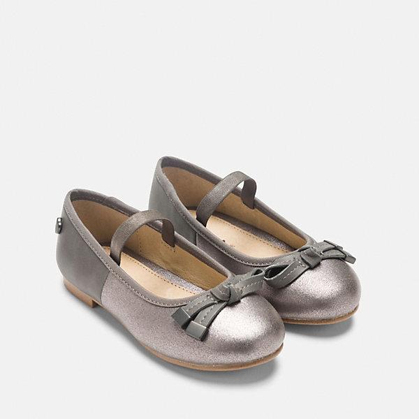 Туфли для девочки MayoralНарядная обувь<br>Характеристики товара:<br><br>• цвет: серый<br>• внешний материал: полиуретан<br>• внутренний материал: натуральная кожа, полиуретан<br>• стелька: натуральная кожа<br>• подошва: полимер<br>• сезон: круглый год<br>• особенности модели: школьная<br>• застежка: нет<br>• анатомические <br>• страна бренда: Испания<br>• страна изготовитель: Китай<br><br>Правильная детская обувь должна быть удобной и красивой. Такие туфли для девочки от бренда Mayoral - отличный вариант комфортной обуви для школы. <br><br>Для производства детской одежды и обуви популярный бренд Mayoral используют только качественную фурнитуру и материалы. Оригинальные и модные вещи от Майорал неизменно привлекают внимание и нравятся детям.<br><br>Туфли для девочки Mayoral можно купить в нашем интернет-магазине.<br><br>Ширина мм: 227<br>Глубина мм: 145<br>Высота мм: 124<br>Вес г: 325<br>Цвет: серый<br>Возраст от месяцев: 24<br>Возраст до месяцев: 36<br>Пол: Женский<br>Возраст: Детский<br>Размер: 26,37,36,35,34,38,33,32,31,30,29,28,27<br>SKU: 6925796