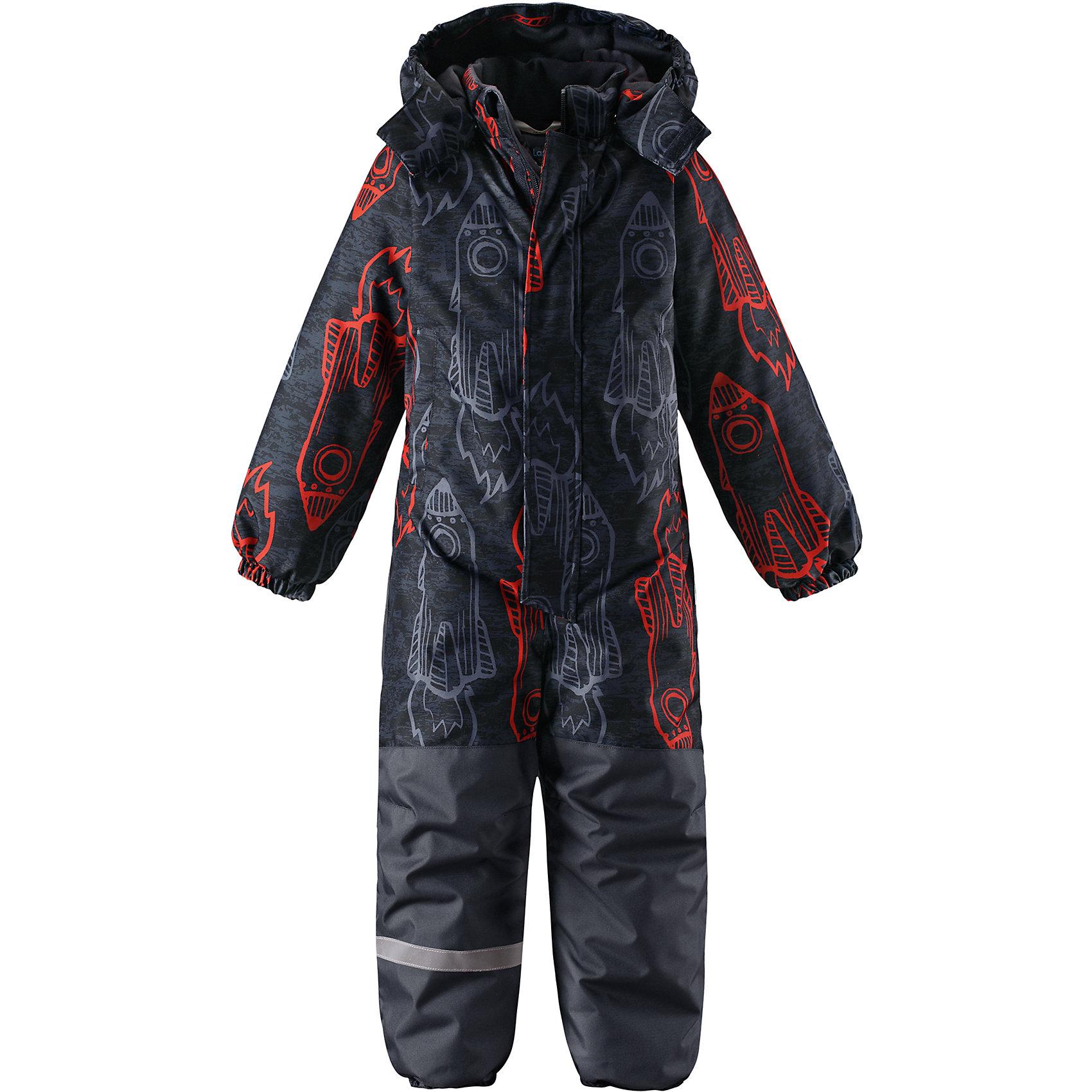 Комбинезон LassieОдежда<br>Характеристики товара:<br><br>• цвет: серый;<br>• состав: 100% полиэстер, полиуретановое покрытие;<br>• подкладка: 100% полиэстер;<br>• утеплитель: 180 г/м2;<br>• сезон: зима;<br>• температурный режим: от 0 до -20С;<br>• водонепроницаемость: 1000 мм;<br>• воздухопроницаемость: 1000 мм;<br>• износостойкость: 50000 циклов (тест Мартиндейла)<br>• застежка: молния с дополнительной защитной планкой;<br>• сверхпрочный материал;<br>• водоотталкивающий, ветронепроницаемый и дышащий материал;<br>• задний серединный шов проклеен;<br>• гладкая подкладка из полиэстера;<br>• безопасный съемный капюшон на кнопках; <br>• эластичная талия, манжеты рукавов и низ штанин;<br>• съемные эластичные штрипки;<br>• два прорезных кармана на липучке;<br>• светоотражающие детали;<br>• страна бренда: Финляндия;<br>• страна изготовитель: Китай;<br><br>Этот классический детский зимний комбинезон с капюшоном – превосходное дополнение к зимнему гардеробу! Он изготовлен из сверхпрочного материала и поэтому станет идеальным выбором для активных детей, которые любят играть на свежем воздухе. Съемный капюшон обеспечивает дополнительную безопасность и эффективно защищает щечки от морозного ветра, а съемные штрипки не дадут концам брючин задираться во время веселых игр на свежем воздухе. Обратите внимание: комбинезон снабжен удобным карманом на липучке.<br><br>Комбинезон Lassie (Ласси) можно купить в нашем интернет-магазине.<br><br>Ширина мм: 356<br>Глубина мм: 10<br>Высота мм: 245<br>Вес г: 519<br>Цвет: оранжевый<br>Возраст от месяцев: 84<br>Возраст до месяцев: 96<br>Пол: Унисекс<br>Возраст: Детский<br>Размер: 128,92,98,104,110,116,122<br>SKU: 6927311