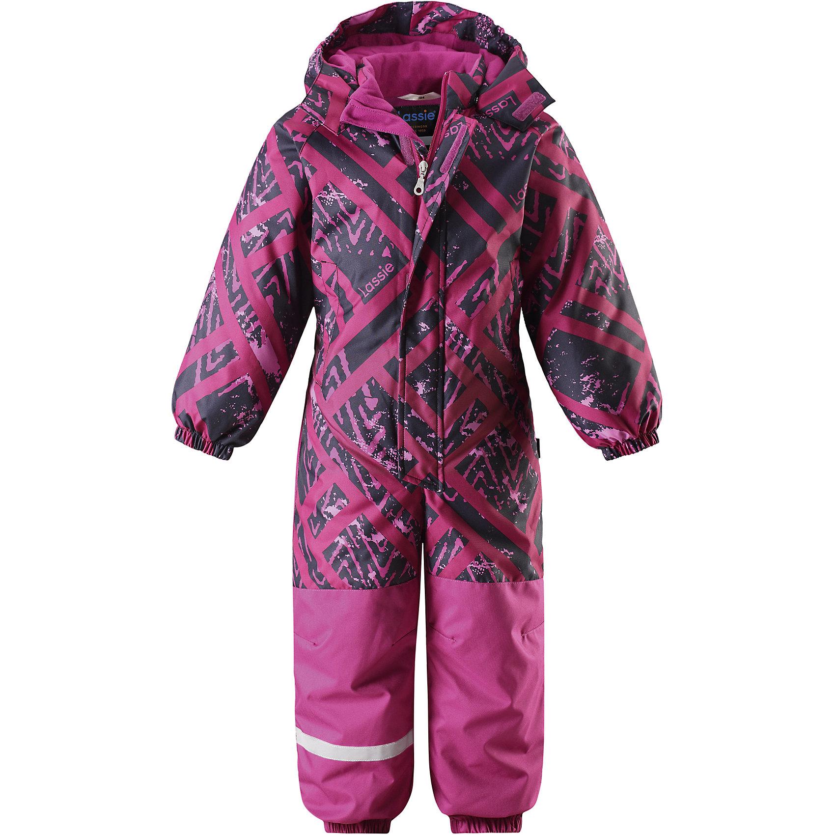 Комбинезон LassieОдежда<br>Характеристики товара:<br><br>• цвет: розовый;<br>• состав: 100% полиэстер, полиуретановое покрытие;<br>• подкладка: 100% полиэстер;<br>• утеплитель: 180 г/м2;<br>• сезон: зима;<br>• температурный режим: от 0 до -20С;<br>• водонепроницаемость: 1000 мм;<br>• воздухопроницаемость: 1000 мм;<br>• износостойкость: 50000 циклов (тест Мартиндейла)<br>• застежка: молния с дополнительной защитной планкой;<br>• сверхпрочный материал;<br>• водоотталкивающий, ветронепроницаемый и дышащий материал;<br>• задний серединный шов проклеен;<br>• гладкая подкладка из полиэстера;<br>• безопасный съемный капюшон на кнопках; <br>• эластичная талия, манжеты рукавов и низ штанин;<br>• съемные эластичные штрипки;<br>• два прорезных кармана на липучке;<br>• светоотражающие детали;<br>• страна бренда: Финляндия;<br>• страна изготовитель: Китай;<br><br>Этот классический детский зимний комбинезон с капюшоном – превосходное дополнение к зимнему гардеробу! Он изготовлен из сверхпрочного материала и поэтому станет идеальным выбором для активных детей, которые любят играть на свежем воздухе. Съемный капюшон обеспечивает дополнительную безопасность и эффективно защищает щечки от морозного ветра, а съемные штрипки не дадут концам брючин задираться во время веселых игр на свежем воздухе. Обратите внимание: комбинезон снабжен удобным карманом на липучке.<br><br>Комбинезон Lassie (Ласси) можно купить в нашем интернет-магазине.<br><br>Ширина мм: 356<br>Глубина мм: 10<br>Высота мм: 245<br>Вес г: 519<br>Цвет: лиловый<br>Возраст от месяцев: 72<br>Возраст до месяцев: 84<br>Пол: Унисекс<br>Возраст: Детский<br>Размер: 122,128,92,98,104,110,116<br>SKU: 6927335