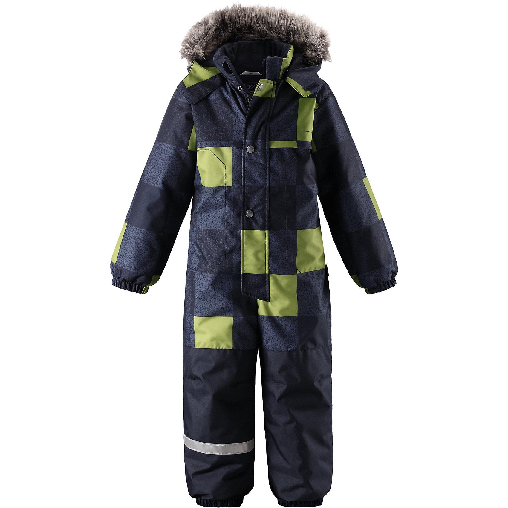 Комбинезон Lassie для мальчикаОдежда<br>Характеристики товара:<br><br>• цвет: серый/зеленый;<br>• состав: 100% полиэстер, полиуретановое покрытие;<br>• подкладка: 100% полиэстер;<br>• утеплитель: 180 г/м2;<br>• сезон: зима;<br>• температурный режим: от 0 до -20С;<br>• водонепроницаемость: 1000 мм;<br>• воздухопроницаемость: 1000мм;<br>• износостойкость: 50000 циклов (тест Мартиндейла)<br>• застежка: молния с дополнительной защитной планкой на кнопках;<br>• водоотталкивающий, ветронепроницаемый и дышащий материал;<br>• задний серединный шов проклеен;<br>• гладкая подкладка из полиэстера;<br>• безопасный съемный капюшон; <br>• съемный искусственный мех на капюшоне;<br>• эластичная талия, манжеты рукавов и низ штанин;<br>• съемные эластичные штрипки;<br>• боковые карманы на липучках;<br>• светоотражающие детали;<br>• страна бренда: Финляндия;<br>• страна изготовитель: Китай;<br><br>Зимний комбинезон на молнии изготовлен из сверхпрочного материала, поэтому совершенно незаменим для всех активных и отважных зимних героев! Съемный капюшон безопасен и практичен, а карманы на липучках сохранят ключи от дома в целости и сохранности! Светоотражающие элементы на рукавах и брючинах позволяют лучше разглядеть ребенка в темноте, а благодаря удобным штрипкам концы брючин не будут задираться, сколько бы ребенок ни бегал!<br><br>Комбинезон Lassie (Ласси) для мальчика можно купить в нашем интернет-магазине.<br><br>Ширина мм: 356<br>Глубина мм: 10<br>Высота мм: 245<br>Вес г: 519<br>Цвет: синий<br>Возраст от месяцев: 84<br>Возраст до месяцев: 96<br>Пол: Мужской<br>Возраст: Детский<br>Размер: 128,92,98,104,110,116,122<br>SKU: 6927407