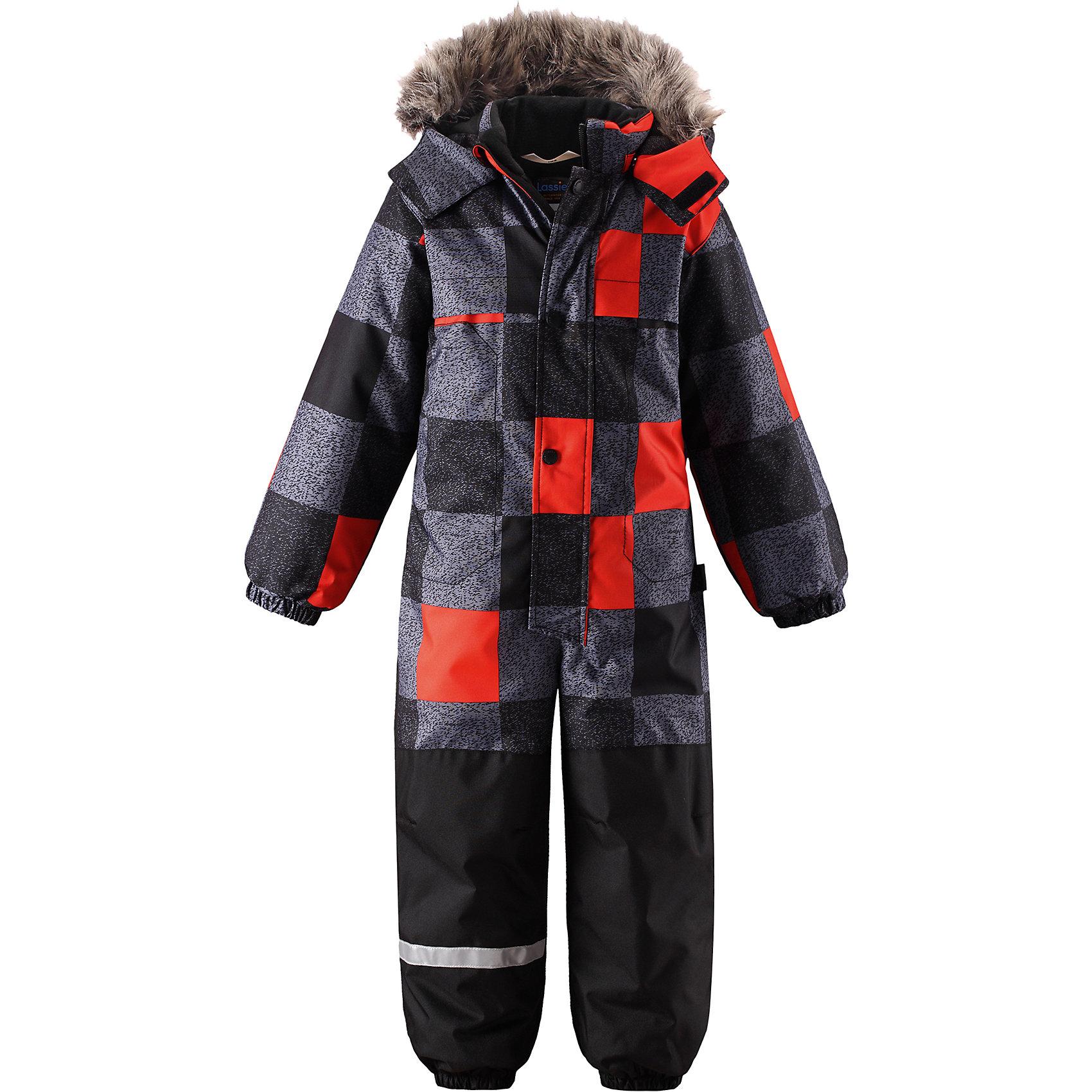 Комбинезон Lassie для мальчикаОдежда<br>Характеристики товара:<br><br>• цвет: серый/оранжевый;<br>• состав: 100% полиэстер, полиуретановое покрытие;<br>• подкладка: 100% полиэстер;<br>• утеплитель: 180 г/м2;<br>• сезон: зима;<br>• температурный режим: от 0 до -20С;<br>• водонепроницаемость: 1000 мм;<br>• воздухопроницаемость: 1000мм;<br>• износостойкость: 50000 циклов (тест Мартиндейла)<br>• застежка: молния с дополнительной защитной планкой на кнопках;<br>• водоотталкивающий, ветронепроницаемый и дышащий материал;<br>• задний серединный шов проклеен;<br>• гладкая подкладка из полиэстера;<br>• безопасный съемный капюшон; <br>• съемный искусственный мех на капюшоне;<br>• эластичная талия, манжеты рукавов и низ штанин;<br>• съемные эластичные штрипки;<br>• боковые карманы на липучках;<br>• светоотражающие детали;<br>• страна бренда: Финляндия;<br>• страна изготовитель: Китай;<br><br>Зимний комбинезон на молнии изготовлен из сверхпрочного материала, поэтому совершенно незаменим для всех активных и отважных зимних героев! Съемный капюшон безопасен и практичен, а карманы на липучках сохранят ключи от дома в целости и сохранности! Светоотражающие элементы на рукавах и брючинах позволяют лучше разглядеть ребенка в темноте, а благодаря удобным штрипкам концы брючин не будут задираться, сколько бы ребенок ни бегал!<br><br>Комбинезон Lassie (Ласси) для мальчика можно купить в нашем интернет-магазине.<br><br>Ширина мм: 356<br>Глубина мм: 10<br>Высота мм: 245<br>Вес г: 519<br>Цвет: черный<br>Возраст от месяцев: 24<br>Возраст до месяцев: 36<br>Пол: Мужской<br>Возраст: Детский<br>Размер: 98,104,110,116,122,128,92<br>SKU: 6927415