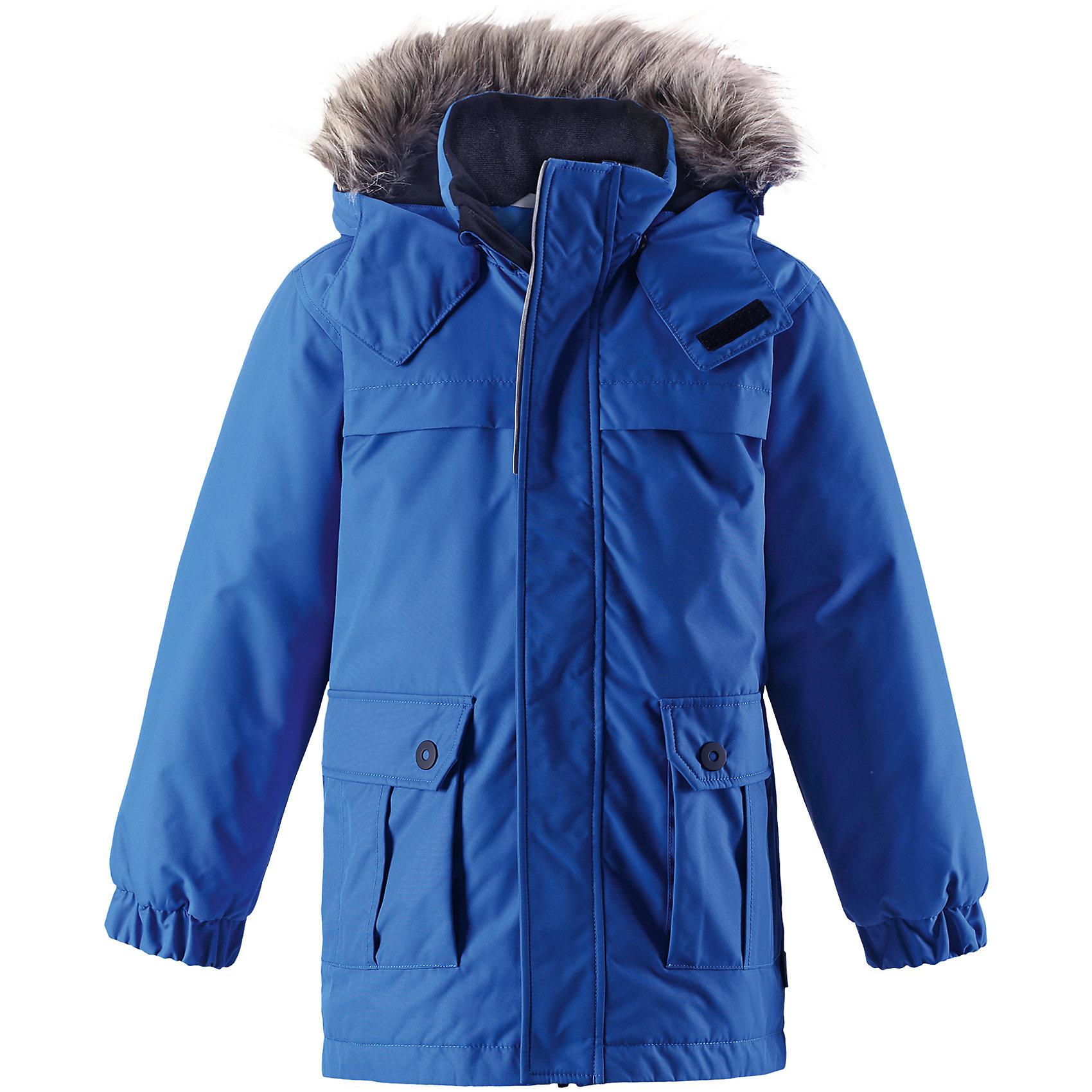Куртка-парка Lassie для мальчикаОдежда<br>Характеристики товара:<br><br>• цвет: голубой;<br>• состав: 100% полиэстер, полиуретановое покрытие;<br>• подкладка: 100% полиэстер;<br>• утеплитель: 180 г/м2;<br>• сезон: зима;<br>• температурный режим: от 0 до -20С;<br>• водонепроницаемость: 1000 мм;<br>• воздухопроницаемость: 2000 мм;<br>• износостойкость: 20000 циклов (тест Мартиндейла);<br>• особенности: с мехом, парка;<br>• застежка: молния с дополнительной защитной планкой;<br>• водоотталкивающий, ветронепроницаемый и дышащий материал;<br>• гладкая подкладка из полиэстера;<br>• безопасный съемный капюшон; <br>• съемный искусственный мех на капюшоне;<br>• эластичные манжеты рукавов; <br>• карманы с клапанами;<br>• светоотражающие детали;<br>• страна бренда: Финляндия;<br>• страна изготовитель: Китай;<br><br>Эта повседневная, но очень стильная детская зимняя парка идеальна для снежных и морозных зимних дней! Удлиненная задняя часть обеспечивает дополнительное утепление, а отделка из искусственного меха защищает нежную детскую кожу от морозного ветра. Съемный капюшон безопасен во время игр на свежем воздухе. Большие карманы с клапанами сохранят ключи от дома и другие важные мелочи.<br><br>Куртку Lassie (Ласси) для мальчика можно купить в нашем интернет-магазине.<br><br>Ширина мм: 356<br>Глубина мм: 10<br>Высота мм: 245<br>Вес г: 519<br>Цвет: синий<br>Возраст от месяцев: 96<br>Возраст до месяцев: 108<br>Пол: Мужской<br>Возраст: Детский<br>Размер: 134,128,122,116,110,104,98,92,140<br>SKU: 6927561