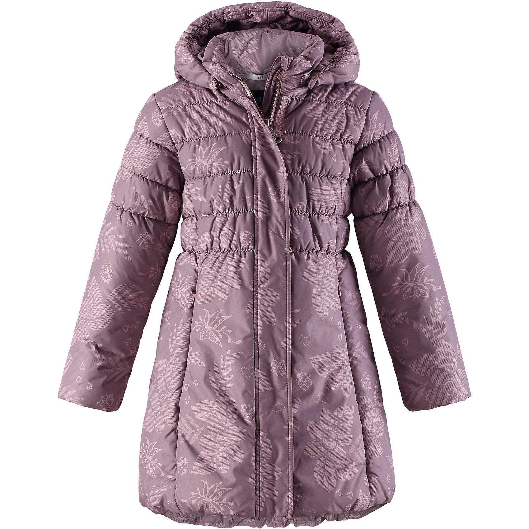 Пальто Lassie для девочкиОдежда<br>Характеристики товара:<br><br>• цвет: сиреневый;<br>• состав: 100% полиэстер, полиуретановое покрытие;<br>• подкладка: 100% полиэстер;<br>• утеплитель: 200 г/м2;<br>• сезон: зима;<br>• температурный режим: от 0 до -25С;<br>• водонепроницаемость: 1000 мм;<br>• воздухопроницаемость: 2000 мм;<br>• износостойкость: 15000 циклов (тест Мартиндейла);<br>• особенности: стеганое, удлиненное пальто;<br>• застежка: молния с дополнительной защитной планкой;<br>• водоотталкивающий, ветронепроницаемый и дышащий материал;<br>• гладкая подкладка из полиэстера;<br>• безопасный съемный капюшон; <br>• эластичные манжеты рукавов; <br>• эластичная кромка подола;<br>• карманы в боковых швах;<br>• светоотражающие детали;<br>• страна бренда: Финляндия;<br>• страна изготовитель: Китай;<br><br>Зимнее стеганое пальто на молнии и с капюшоном. Удлиненная модель для девочек. Пальто изготовлено из ветронепроницаемого, дышащего материала с верхним водо- и ветронепроницаемым слоем – в нем будет тепло и комфортно во время веселых прогулок. <br><br>Пальто Lassie (Ласси) для девочки можно купить в нашем интернет-магазине.<br><br>Ширина мм: 356<br>Глубина мм: 10<br>Высота мм: 245<br>Вес г: 519<br>Цвет: розовый<br>Возраст от месяцев: 108<br>Возраст до месяцев: 120<br>Пол: Женский<br>Возраст: Детский<br>Размер: 140,92,98,104,110,116,122,128,134<br>SKU: 6927581