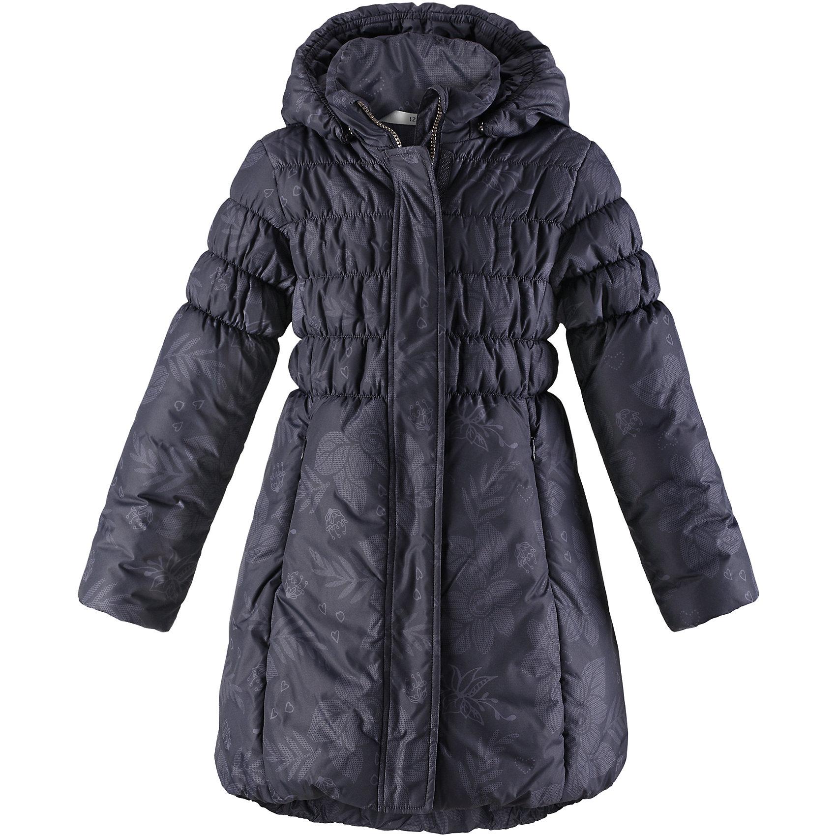 Пальто Lassie для девочкиОдежда<br>Характеристики товара:<br><br>• цвет: черный;<br>• состав: 100% полиэстер, полиуретановое покрытие;<br>• подкладка: 100% полиэстер;<br>• утеплитель: 200 г/м2;<br>• сезон: зима;<br>• температурный режим: от 0 до -25С;<br>• водонепроницаемость: 1000 мм;<br>• воздухопроницаемость: 2000 мм;<br>• износостойкость: 15000 циклов (тест Мартиндейла);<br>• особенности: стеганое, удлиненное пальто;<br>• застежка: молния с дополнительной защитной планкой;<br>• водоотталкивающий, ветронепроницаемый и дышащий материал;<br>• гладкая подкладка из полиэстера;<br>• безопасный съемный капюшон; <br>• эластичные манжеты рукавов; <br>• эластичная кромка подола;<br>• карманы в боковых швах;<br>• светоотражающие детали;<br>• страна бренда: Финляндия;<br>• страна изготовитель: Китай;<br><br>Зимнее стеганое пальто на молнии и с капюшоном. Удлиненная модель для девочек. Пальто изготовлено из ветронепроницаемого, дышащего материала с верхним водо- и ветронепроницаемым слоем – в нем будет тепло и комфортно во время веселых прогулок. <br><br>Пальто Lassie (Ласси) для девочки можно купить в нашем интернет-магазине.<br><br>Ширина мм: 356<br>Глубина мм: 10<br>Высота мм: 245<br>Вес г: 519<br>Цвет: серый<br>Возраст от месяцев: 108<br>Возраст до месяцев: 120<br>Пол: Женский<br>Возраст: Детский<br>Размер: 140,92,98,104,110,116,122,128,134<br>SKU: 6927601