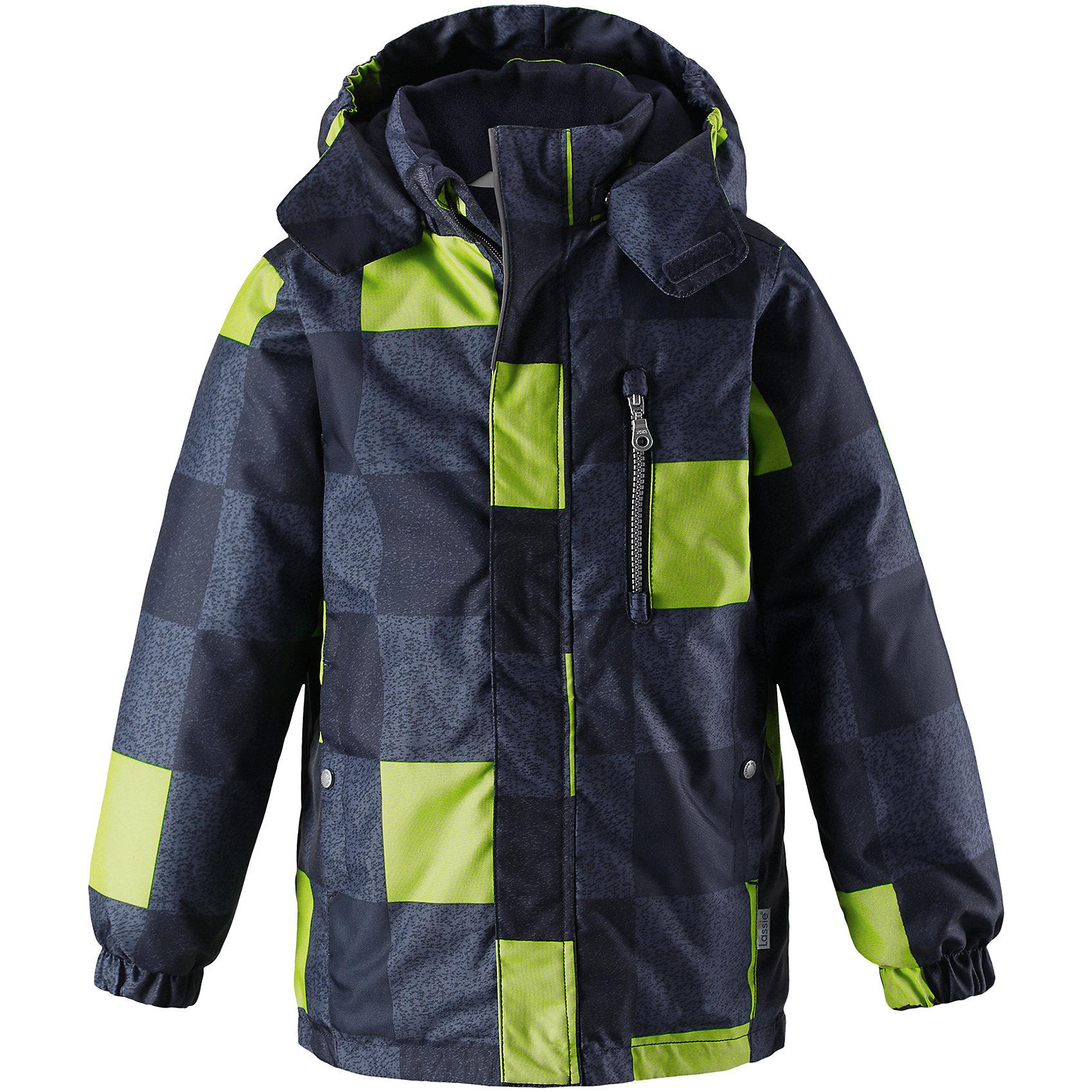 Куртка Lassie для мальчикаОдежда<br>Хорошо выглядеть в теплой одежде – можно! Эта стильная детская зимняя куртка изготовлена из сверхпрочного материала. Она снабжена съемным капюшоном и карманами на липучках для хранения всех найденных за день сокровищ. Идеальный выбор для детей, которые во время прогулок на свежем воздухе любят резвиться на полную!<br>Состав:<br>100% Полиэстер<br><br>Ширина мм: 356<br>Глубина мм: 10<br>Высота мм: 245<br>Вес г: 519<br>Цвет: синий<br>Возраст от месяцев: 24<br>Возраст до месяцев: 36<br>Пол: Мужской<br>Возраст: Детский<br>Размер: 98,92,140,134,128,122,116,110,104<br>SKU: 6927611
