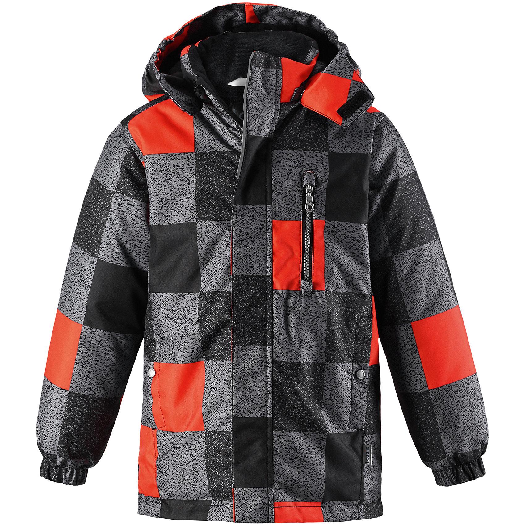 Куртка Lassie для мальчикаОдежда<br>Характеристики товара:<br><br>• цвет: серый/оранжевый;<br>• состав: 100% полиэстер, полиуретановое покрытие;<br>• подкладка: 100% полиэстер;<br>• утеплитель: 180 г/м2;<br>• сезон: зима;<br>• температурный режим: от 0 до -20С;<br>• водонепроницаемость: 1000 мм;<br>• воздухопроницаемость: 1000 мм;<br>• износостойкость: 50000 циклов (тест Мартиндейла);<br>• застежка: молния с дополнительной защитной планкой;<br>• водоотталкивающий, ветронепроницаемый и дышащий материал;<br>• гладкая подкладка из полиэстера;<br>• безопасный съемный капюшон; <br>• эластичные манжеты рукавов; <br>• регулируемый подол;<br>• карманы в боковых швах;<br>• светоотражающие детали;<br>• страна бренда: Финляндия;<br>• страна изготовитель: Китай;<br><br>Хорошо выглядеть в теплой одежде – можно! Эта стильная детская зимняя куртка изготовлена из сверхпрочного материала. Она снабжена съемным капюшоном и карманами на липучках для хранения всех найденных за день сокровищ. Идеальный выбор для детей, которые во время прогулок на свежем воздухе любят резвиться на полную!<br><br>Куртку Lassie (Ласси) для мальчика можно купить в нашем интернет-магазине.<br><br>Ширина мм: 356<br>Глубина мм: 10<br>Высота мм: 245<br>Вес г: 519<br>Цвет: черный<br>Возраст от месяцев: 108<br>Возраст до месяцев: 120<br>Пол: Мужской<br>Возраст: Детский<br>Размер: 140,92,98,104,110,116,122,128,134<br>SKU: 6927621