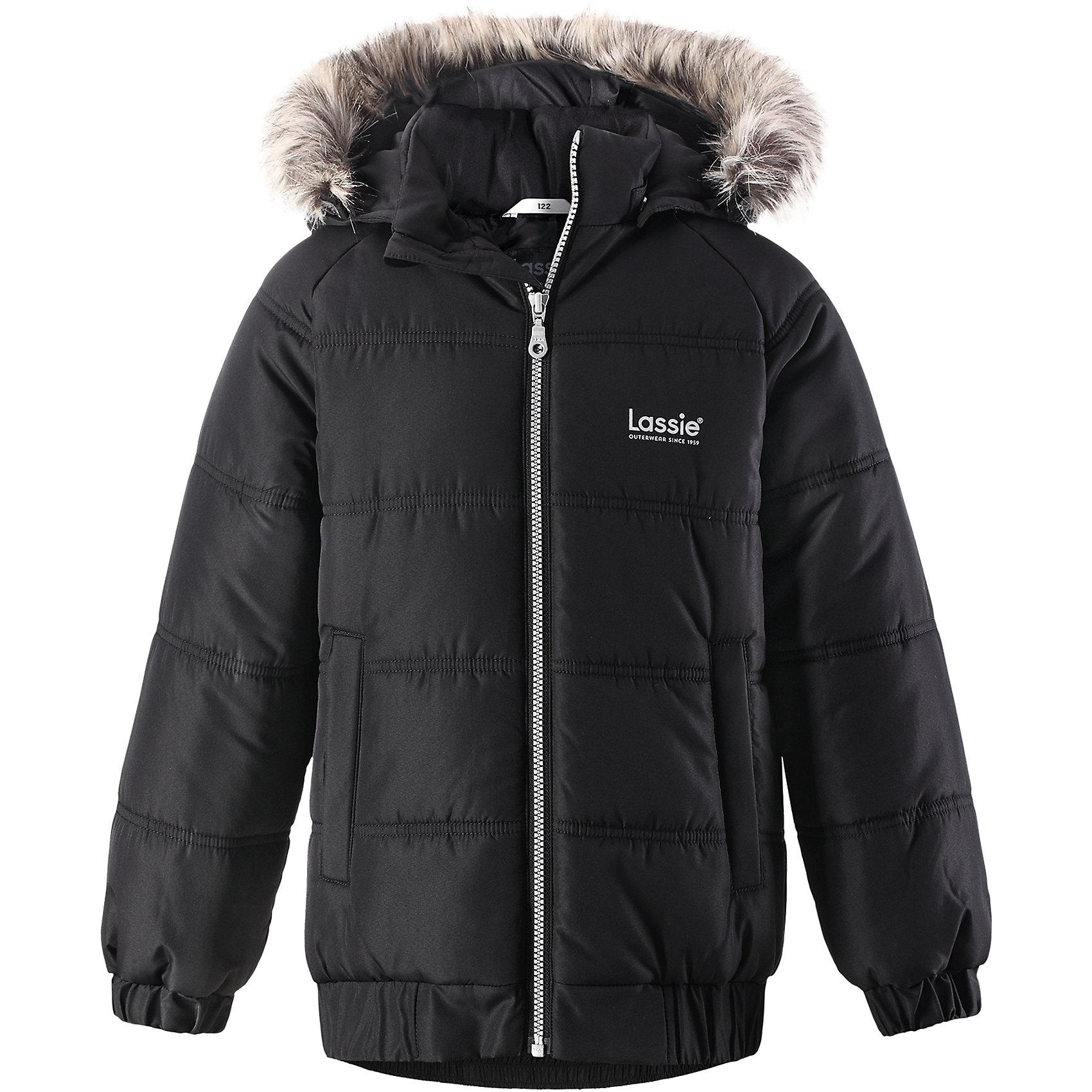 Куртка Lassie для мальчикаОдежда<br>Характеристики товара:<br><br>• цвет: черный;<br>• состав: 100% полиэстер, полиуретановое покрытие;<br>• подкладка: 100% полиэстер;<br>• утеплитель: 200 г/м2;<br>• сезон: зима;<br>• температурный режим: от 0 до -25С;<br>• водонепроницаемость: 1000 мм;<br>• воздухопроницаемость: 1000 мм;<br>• износостойкость: 20000 циклов (тест Мартиндейла);<br>• особенности: с мехом;<br>• застежка: молния с дополнительной защитной планкой и защитой подбородка;<br>• водоотталкивающий, ветронепроницаемый и дышащий материал;<br>• гладкая подкладка из полиэстера;<br>• безопасный съемный капюшон; <br>• съемный искусственный мех на капюшоне;<br>• эластичные манжеты рукавов; <br>• эластичная кромка подола;<br>• два прорезных кармана;<br>• светоотражающие детали;<br>• страна бренда: Финляндия;<br>• страна изготовитель: Китай;<br><br>Классная куртка на зимние холода! Эта зимняя куртка сшита из водоотталкивающего, ветронепроницаемого и дышащего материала. Она снабжена безопасным съемным капюшоном, а съемная оторочка из искусственного меха оживляет образ.<br><br>Куртку Lassie (Ласси) для мальчика можно купить в нашем интернет-магазине.<br><br>Ширина мм: 356<br>Глубина мм: 10<br>Высота мм: 245<br>Вес г: 519<br>Цвет: черный<br>Возраст от месяцев: 108<br>Возраст до месяцев: 120<br>Пол: Мужской<br>Возраст: Детский<br>Размер: 140,92,98,104,110,116,122,128,134<br>SKU: 6927661