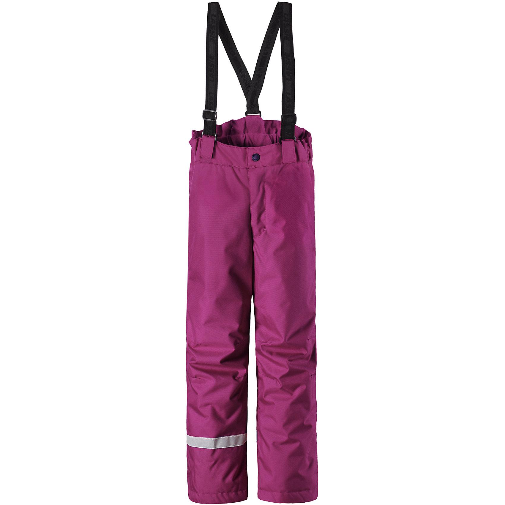 Брюки LassieОдежда<br>Характеристики товара:<br><br>• цвет: розовый;<br>• состав: 100% полиэстер, полиуретановое покрытие;<br>• подкладка: 100% полиэстер;<br>• утеплитель: 100 г/м2;<br>• сезон: зима;<br>• температурный режим: от 0 до -20С;<br>• водонепроницаемость: 1000 мм;<br>• воздухопроницаемость: 1000 мм;<br>• износостойкость: 50000 циклов (тест Мартиндейла);<br>• застежка: ширинка на молнии и пуговица;<br>• водоотталкивающий, ветронепроницаемый и дышащий материал;<br>• задний серединный шов проклеен;<br>• гладкая подкладка из полиэстера; <br>• сверхпрочный материал;<br>• эластичная талия; <br>• прямой крой;<br>• снегозащитные манжеты на штанинах;<br>• регулируемые и отстегивающиеся эластичные подтяжки;<br>• светоотражающие детали;<br>• страна бренда: Финляндия;<br>• страна изготовитель: Китай;<br><br>Эти очень практичные детские зимние брюки идеально подходят для активных игр на свежем воздухе! Они снабжены защитой от снега на концах брючин, так что ножкам будет тепло и сухо. Задний средний шов проклеен, водонепроницаем. Удобная молния спереди облегчает надевание, а регулируемые подтяжки позволяют откорректировать брюки идеально по размеру. Свободный крой.<br><br>Брюки Lassie (Ласси) можно купить в нашем интернет-магазине.<br><br>Ширина мм: 215<br>Глубина мм: 88<br>Высота мм: 191<br>Вес г: 336<br>Цвет: розовый<br>Возраст от месяцев: 108<br>Возраст до месяцев: 120<br>Пол: Унисекс<br>Возраст: Детский<br>Размер: 140,92,98,104,110,116,122,128,134<br>SKU: 6927701