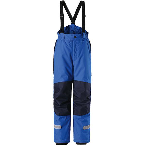 Брюки Lassie для мальчикаОдежда<br>Характеристики товара:<br><br>• цвет: синий;<br>• состав: 100% полиэстер, полиуретановое покрытие;<br>• подкладка: 100% полиэстер;<br>• утеплитель: 100 г/м2;<br>• сезон: зима;<br>• температурный режим: от 0 до -20С;<br>• водонепроницаемость: 1000 мм;<br>• воздухопроницаемость: 2000/1000 мм;<br>• износостойкость: 20000/50000 циклов (тест Мартиндейла);<br>• застежка: ширинка на молнии и пуговица;<br>• водоотталкивающий, ветронепроницаемый и дышащий материал;<br>• задний серединный шов проклеен;<br>• гладкая подкладка из полиэстера; <br>• эластичная талия; <br>• эластичные штанины;<br>• прочные усиленные вставки в области колен;<br>• регулируемые и отстегивающиеся эластичные подтяжки;<br>• светоотражающие детали;<br>• страна бренда: Финляндия;<br>• страна изготовитель: Китай;<br><br>Пусть идет снег! Эти очень практичные и функциональные детские зимние брюки идеально подходят для активных игр на свежем воздухе! Они усилены сверхпрочным материалом и снабжены защитой от снега на концах брючин, так что ножкам будет тепло и сухо. Задний средний шов проклеен, водонепроницаем. Съемные регулируемые подтяжки позволяют откорректировать брюки идеально по размеру. Свободный крой.<br><br>Брюки Lassie (Ласси) для мальчика можно купить в нашем интернет-магазине.<br><br>Ширина мм: 215<br>Глубина мм: 88<br>Высота мм: 191<br>Вес г: 336<br>Цвет: синий<br>Возраст от месяцев: 108<br>Возраст до месяцев: 120<br>Пол: Мужской<br>Возраст: Детский<br>Размер: 140,92,98,104,110,116,122,128,134<br>SKU: 6927771
