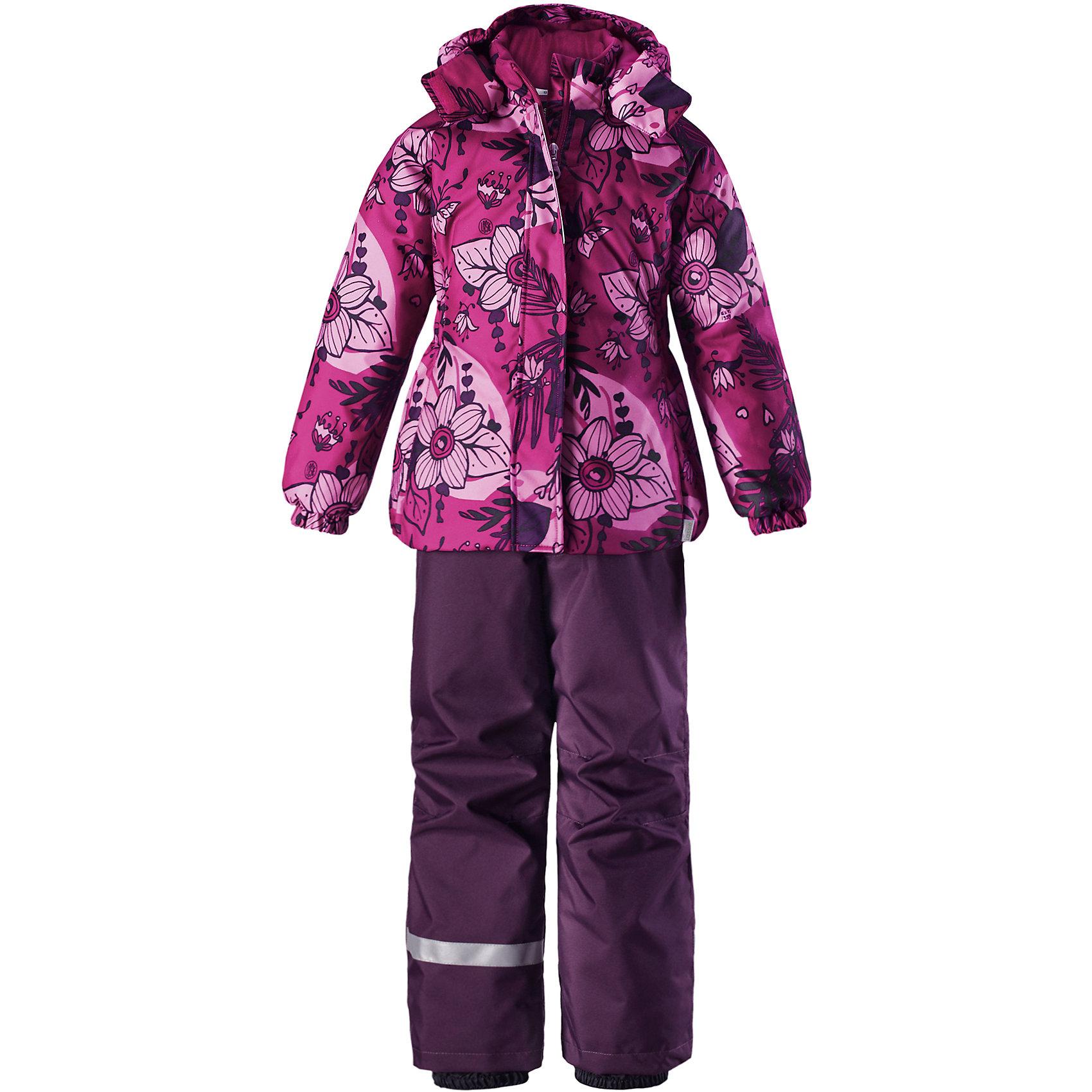 Комплект Lassie для девочкиОдежда<br>Характеристики товара:<br><br>• цвет: розовый;<br>• состав: 100% полиэстер, полиуретановое покрытие;<br>• подкладка: 100% полиэстер;<br>• утеплитель: куртка 180 г/м2, брюки 100 г/м2;<br>• сезон: зима;<br>• температурный режим: от 0 до -20С;<br>• водонепроницаемость: 1000 мм;<br>• воздухопроницаемость: 1000 мм;<br>• износостойкость: 50000 циклов (тест Мартиндейла);<br>• застежка: куртка на молнии, брюки молнии и пуговице;<br>• водоотталкивающий, ветронепроницаемый и дышащий материал;<br>• гладкая подкладка из полиэстера; <br>• безопасный съемный капюшон;<br>• эластичные манжеты; <br>• снегозащитные манжеты на штанинах;<br>• эластичная талия и кромка подола;<br>• регулируемые и отстегивающиеся эластичные подтяжки;<br>• карманы в боковых швах;<br>• светоотражающие детали;<br>• страна бренда: Финляндия;<br>• страна изготовитель: Китай;<br><br>Зимний комплект для девочки. Брюки изготовлены из сверхпрочного материала и снабжены защитой от снега. Съемные регулируемые подтяжки позволяют откорректировать брюки идеально по размеру, а задний средний шов проклеен для обеспечения водонепроницаемости. <br><br>Куртка украшена цветочным рисунком и снабжена безопасным и практичным съемным капюшоном, а карманы на липучке сохранят все нужные мелочи! И куртка, и брюки изготовлены из ветронепроницаемого и дышащего материала с водо- и грязеотталкивающей поверхностью.<br><br>Комплект Lassie (Ласси) для девочки можно купить в нашем интернет-магазине.<br><br>Ширина мм: 356<br>Глубина мм: 10<br>Высота мм: 245<br>Вес г: 519<br>Цвет: розовый<br>Возраст от месяцев: 108<br>Возраст до месяцев: 120<br>Пол: Женский<br>Возраст: Детский<br>Размер: 140,92,98,104,110,116,122,128,134<br>SKU: 6927851