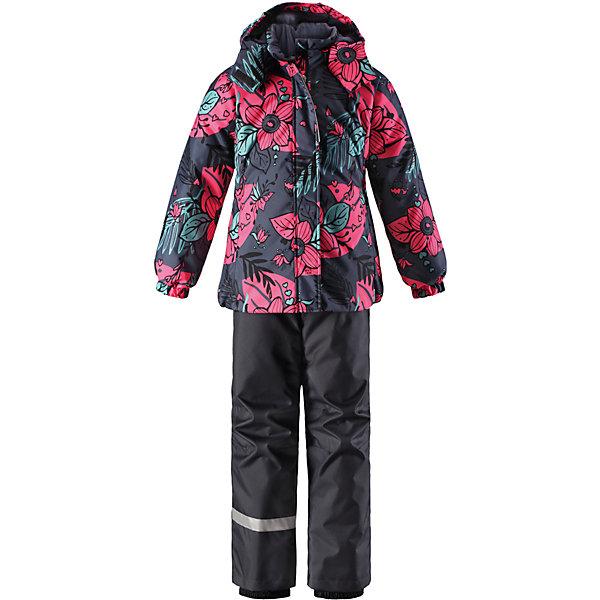 Комплект Lassie для девочкиОдежда<br>Характеристики товара:<br><br>• цвет: синий;<br>• состав: 100% полиэстер, полиуретановое покрытие;<br>• подкладка: 100% полиэстер;<br>• утеплитель: куртка 180 г/м2, брюки 100 г/м2;<br>• сезон: зима;<br>• температурный режим: от 0 до -20С;<br>• водонепроницаемость: 1000 мм;<br>• воздухопроницаемость: 1000 мм;<br>• износостойкость: 50000 циклов (тест Мартиндейла);<br>• застежка: куртка на молнии, брюки молнии и пуговице;<br>• водоотталкивающий, ветронепроницаемый и дышащий материал;<br>• гладкая подкладка из полиэстера; <br>• безопасный съемный капюшон;<br>• эластичные манжеты; <br>• снегозащитные манжеты на штанинах;<br>• эластичная талия и кромка подола;<br>• регулируемые и отстегивающиеся эластичные подтяжки;<br>• карманы в боковых швах;<br>• светоотражающие детали;<br>• страна бренда: Финляндия;<br>• страна изготовитель: Китай;<br><br>Зимний комплект для девочки. Брюки изготовлены из сверхпрочного материала и снабжены защитой от снега. Съемные регулируемые подтяжки позволяют откорректировать брюки идеально по размеру, а задний средний шов проклеен для обеспечения водонепроницаемости. <br><br>Куртка украшена цветочным рисунком и снабжена безопасным и практичным съемным капюшоном, а карманы на липучке сохранят все нужные мелочи! И куртка, и брюки изготовлены из ветронепроницаемого и дышащего материала с водо- и грязеотталкивающей поверхностью.<br><br>Комплект Lassie (Ласси) для девочки можно купить в нашем интернет-магазине.<br>Ширина мм: 356; Глубина мм: 10; Высота мм: 245; Вес г: 519; Цвет: серый; Возраст от месяцев: 18; Возраст до месяцев: 24; Пол: Женский; Возраст: Детский; Размер: 92,140,134,128,122,116,110,104,98; SKU: 6927871;