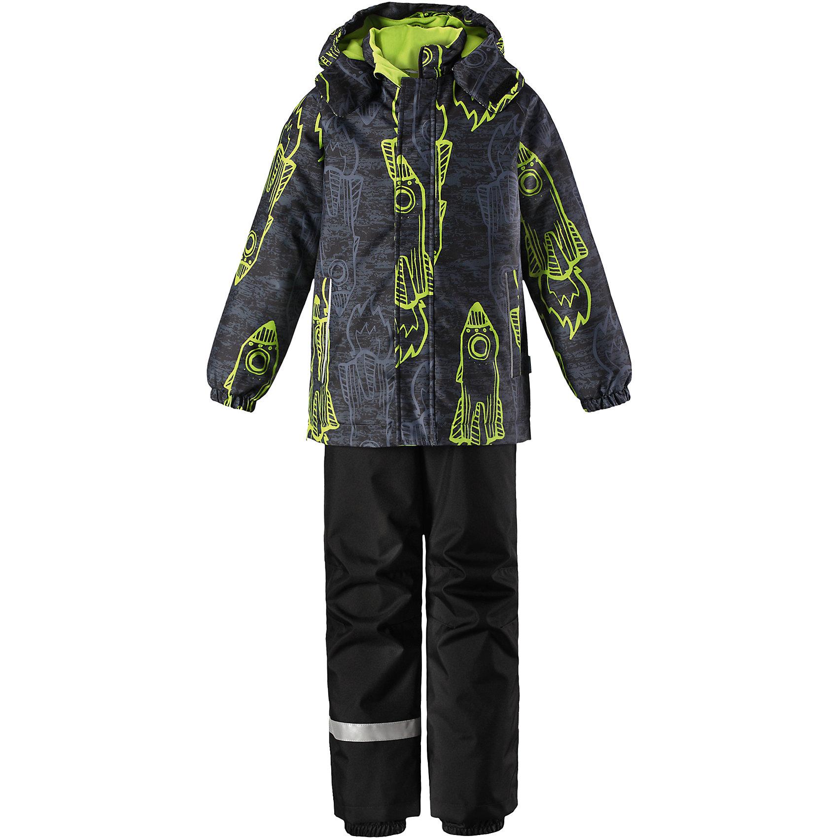 Комплект Lassie для мальчикаОдежда<br>Характеристики товара:<br><br>• цвет: серый/зеленый;<br>• состав: 100% полиэстер, полиуретановое покрытие;<br>• подкладка: 100% полиэстер;<br>• утеплитель: куртка 180 г/м2, брюки 100 г/м2;<br>• сезон: зима;<br>• температурный режим: от 0 до -20С;<br>• водонепроницаемость: 1000 мм;<br>• воздухопроницаемость: 1000 мм;<br>• износостойкость: 50000 циклов (тест Мартиндейла);<br>• застежка: куртка на молнии, брюки молнии и пуговице;<br>• водоотталкивающий, ветронепроницаемый и дышащий материал;<br>• гладкая подкладка из полиэстера; <br>• безопасный съемный капюшон;<br>• эластичные манжеты; <br>• снегозащитные манжеты на штанинах;<br>• эластичная талия;<br>• регулируемый подол;<br>• регулируемые и отстегивающиеся эластичные подтяжки;<br>• два кармана на молнии;<br>• светоотражающие детали;<br>• страна бренда: Финляндия;<br>• страна изготовитель: Китай;<br><br>Этот очень теплый детский зимний комплект имеет множество продуманных  функциональных деталей. Куртка снабжена безопасным съемным капюшоном, который защищает щечки от морозного ветра. Регулируемый подол позволяет откорректировать куртку по фигуре и обеспечивает дополнительную защиту. Защита от снега на концах брючин помогает ножкам оставаться сухими и теплыми. <br><br>Брюки изготовлены из сверхпрочного материала и идеально подходят для активных зимних игр на свежем воздухе или катания на лыжах. Удобная молния спереди облегчает надевание, а съемные регулируемые подтяжки позволяют откорректировать брюки идеально по размеру. Безопасный съемный капюшон и яркая расцветка завершают образ.<br><br>Комплект Lassie (Ласси) для мальчика можно купить в нашем интернет-магазине.<br><br>Ширина мм: 356<br>Глубина мм: 10<br>Высота мм: 245<br>Вес г: 519<br>Цвет: зеленый<br>Возраст от месяцев: 108<br>Возраст до месяцев: 120<br>Пол: Мужской<br>Возраст: Детский<br>Размер: 140,92,98,104,110,116,122,128,134<br>SKU: 6927901