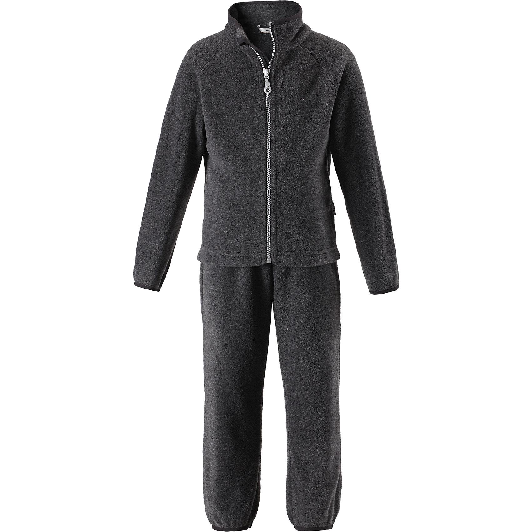 Флисовый комплект LassieФлис и термобелье<br>Характеристики товара:<br><br>• цвет: серый;<br>• состав: 100% полиэстер, флис 200 г/м2;<br>• сезон: зима;<br>• застежка: кофта на молнии, брюки на резинке;<br>• выводит влагу в верхние слои одежды;<br>• дышащий, теплый и быстросохнущий флис; <br>• молния с защитой подбородка от защемления;<br>• эластичные манжеты на рукавах и брючинах; <br>• эластичный воротник и талия;<br>• страна бренда: Финляндия;<br>• страна изготовитель: Китай;<br><br>Флисовый комплект состоит из кофты и шатнишек. Кофта застегивается на молнию по всей длине, молния с защитой подбородка от защемления. Брюки на эластичной мягкой резинке, которая не давит.<br><br>Флисовый комплект Lassie (Ласси) можно купить в нашем интернет-магазине.<br><br>Ширина мм: 190<br>Глубина мм: 74<br>Высота мм: 229<br>Вес г: 236<br>Цвет: серый<br>Возраст от месяцев: 108<br>Возраст до месяцев: 120<br>Пол: Унисекс<br>Возраст: Детский<br>Размер: 140,92,98,104,110,116,122,128,134<br>SKU: 6927941