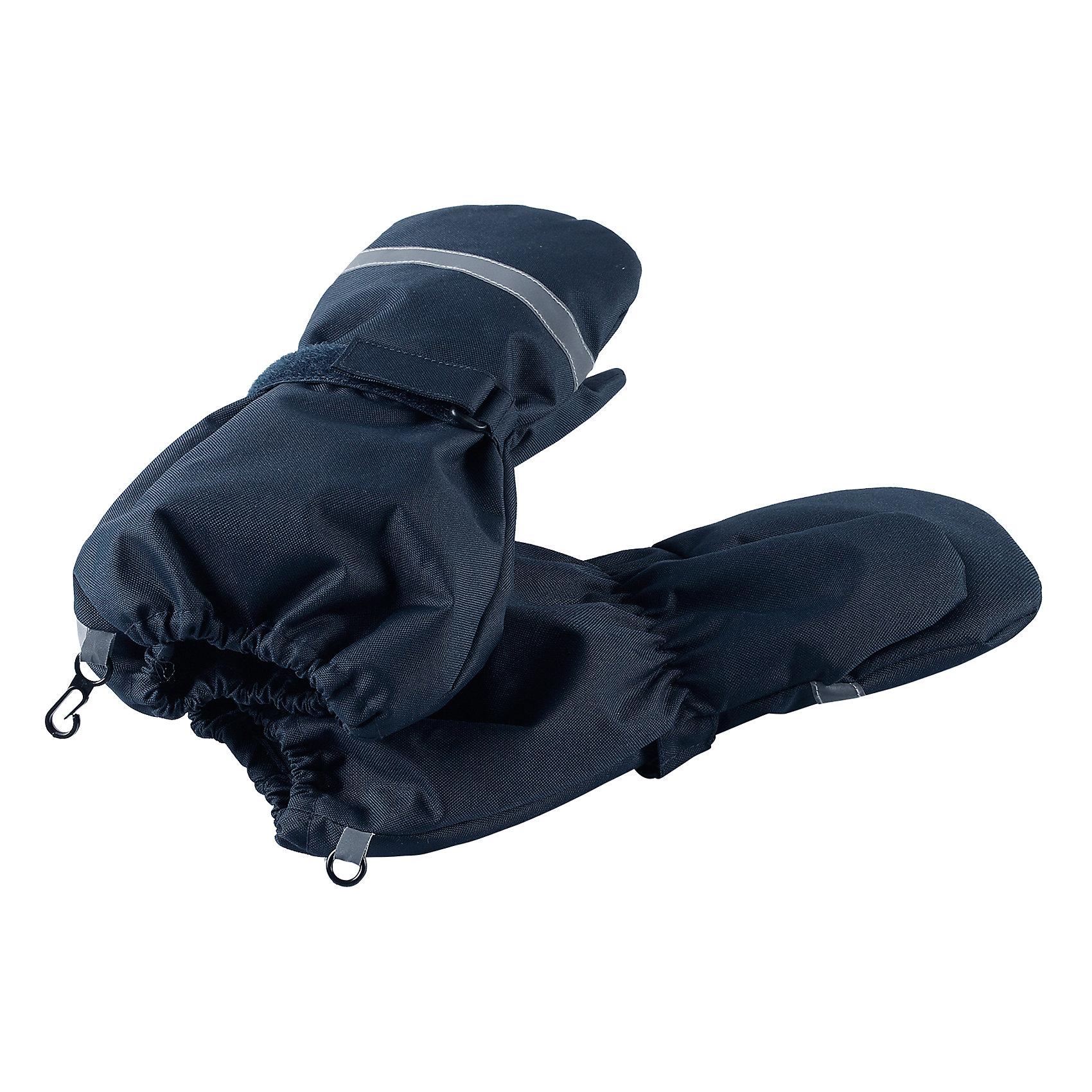 Варежки LassieПерчатки, варежки<br>Давайте слепим снеговика! Эти детские варежки усилены сверхпрочным материалом, который гарантирует отсутствие скольжения даже на ледяных поверхностях – катать в них снежки просто и весело! Нежная и мягкая на ощупь трикотажная подкладка с начесом обеспечивает дополнительное утепление. Благодаря удобной застежке на липучке они хорошо и плотно сидят на руке.<br>Состав:<br>100% Полиэстер<br><br>Ширина мм: 162<br>Глубина мм: 171<br>Высота мм: 55<br>Вес г: 119<br>Цвет: синий<br>Возраст от месяцев: 96<br>Возраст до месяцев: 120<br>Пол: Унисекс<br>Возраст: Детский<br>Размер: 6,3,4,5<br>SKU: 6928036