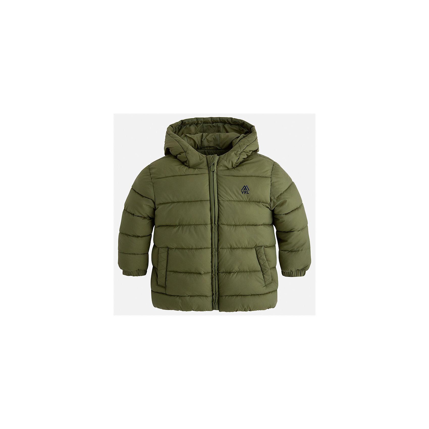 Куртка Mayoral для мальчикаДемисезонные куртки<br>Характеристики товара:<br><br>• цвет: зеленый;<br>• сезон: демисезон;<br>• состав ткани: 100% полиэстер;<br>• состав подкладки: 100% полиэстер;<br>• стеганая;<br>• капюшон: без меха, не отстегивается;<br>• страна бренда: Испания;<br>• страна изготовитель: Бангладеш.<br><br>Демисезонная куртка для мальчика от популярного бренда Mayoral несомненно понравится вам и вашему ребенку. Качественные ткани, безупречное исполнение, все модели в центре модных тенденций. Внешняя ткань плащевая, подкладка из флиса, аккуратные швы. Рукава на внутренней манжете. Застегивается на замок-молнию, капюшон не отстегивается. <br><br>Легкая и теплая куртка с капюшоном и карманами на холодную осень-весну. Грамотный крой изделия обеспечивает отличную посадку по фигуре.<br><br>Куртку  для мальчика Mayoral (Майорал) можно купить в нашем интернет-магазине.<br><br>Ширина мм: 356<br>Глубина мм: 10<br>Высота мм: 245<br>Вес г: 519<br>Цвет: зеленый<br>Возраст от месяцев: 96<br>Возраст до месяцев: 108<br>Пол: Мужской<br>Возраст: Детский<br>Размер: 134,92,98,104,110,116,122,128<br>SKU: 6931900