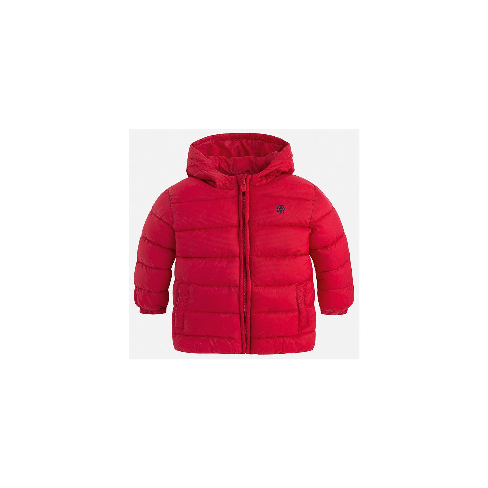 Куртка для мальчика MayoralВерхняя одежда<br>Характеристики товара:<br><br>• цвет: красный;<br>• сезон: демисезон;<br>• состав ткани: 100% полиэстер;<br>• состав подкладки: 100% полиэстер;<br>• стеганая;<br>• капюшон: без меха, не отстегивается;<br>• страна бренда: Испания;<br>• страна изготовитель: Бангладеш.<br><br>Демисезонная куртка для мальчика от популярного бренда Mayoral несомненно понравится вам и вашему ребенку. Качественные ткани, безупречное исполнение, все модели в центре модных тенденций. Внешняя ткань плащевая, подкладка из флиса, аккуратные швы. Рукава на внутренней манжете. Застегивается на замок-молнию, капюшон не отстегивается. <br><br>Легкая и теплая куртка с капюшоном и карманами на холодную осень-весну. Грамотный крой изделия обеспечивает отличную посадку по фигуре.<br><br>Куртку  для мальчика Mayoral (Майорал) можно купить в нашем интернет-магазине.<br><br>Ширина мм: 356<br>Глубина мм: 10<br>Высота мм: 245<br>Вес г: 519<br>Цвет: красный<br>Возраст от месяцев: 96<br>Возраст до месяцев: 108<br>Пол: Мужской<br>Возраст: Детский<br>Размер: 134,92,98,104,110,116,122,128<br>SKU: 6931918
