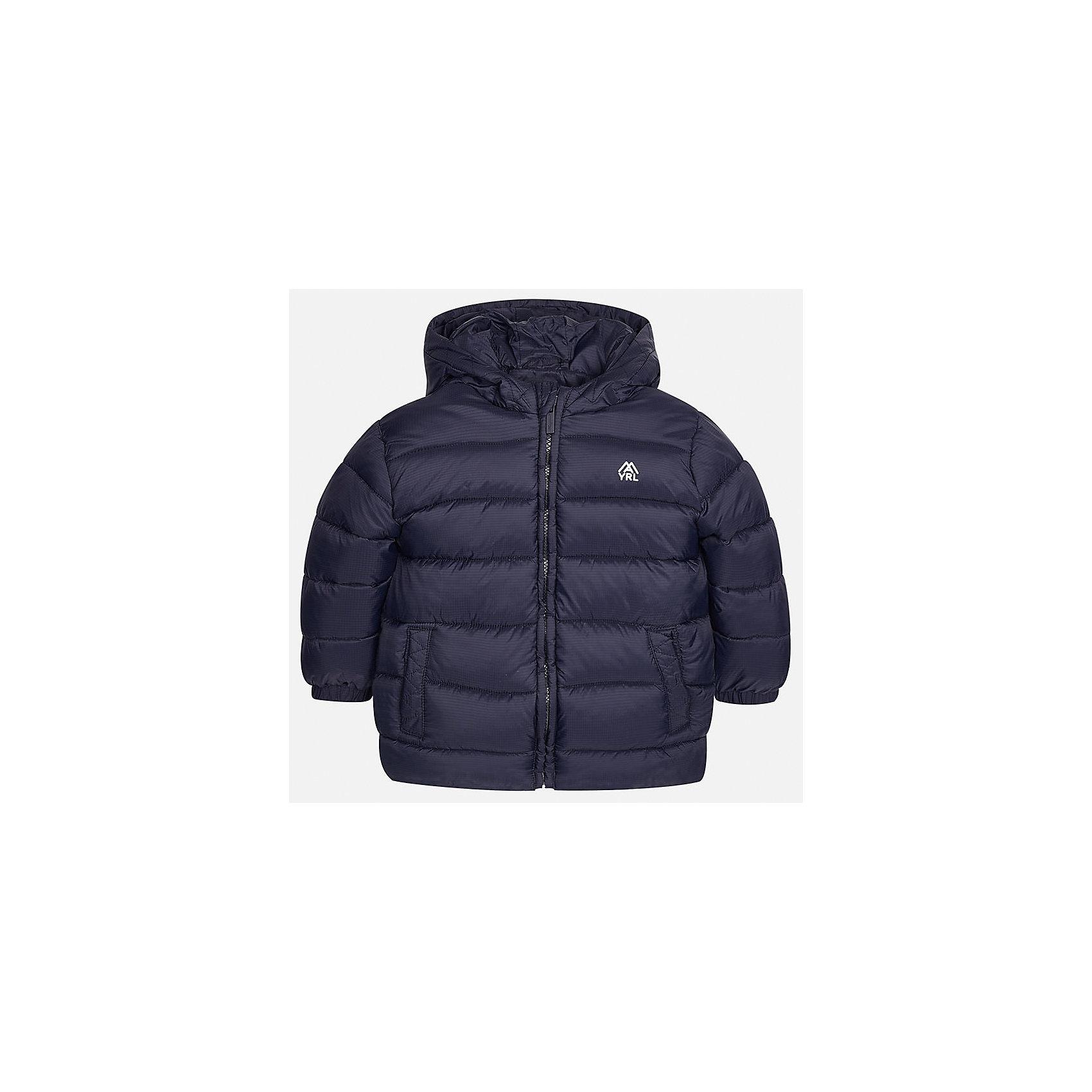 Куртка для мальчика MayoralВерхняя одежда<br>Характеристики товара:<br><br>• цвет: темно-синий;<br>• сезон: демисезон;<br>• состав ткани: 100% полиэстер;<br>• состав подкладки: 100% полиэстер;<br>• стеганая;<br>• капюшон: без меха, не отстегивается;<br>• страна бренда: Испания;<br>• страна изготовитель: Бангладеш.<br><br>Демисезонная куртка для мальчика от популярного бренда Mayoral несомненно понравится вам и вашему ребенку. Качественные ткани, безупречное исполнение, все модели в центре модных тенденций. Внешняя ткань плащевая, подкладка из флиса, аккуратные швы. Рукава на внутренней манжете. Застегивается на замок-молнию, капюшон не отстегивается. <br><br>Легкая и теплая куртка с капюшоном и карманами на холодную осень-весну. Грамотный крой изделия обеспечивает отличную посадку по фигуре.<br><br>Куртку  для мальчика Mayoral (Майорал) можно купить в нашем интернет-магазине.<br><br>Ширина мм: 356<br>Глубина мм: 10<br>Высота мм: 245<br>Вес г: 519<br>Цвет: темно-синий<br>Возраст от месяцев: 96<br>Возраст до месяцев: 108<br>Пол: Мужской<br>Возраст: Детский<br>Размер: 134,92,98,104,110,116,122,128<br>SKU: 6931927