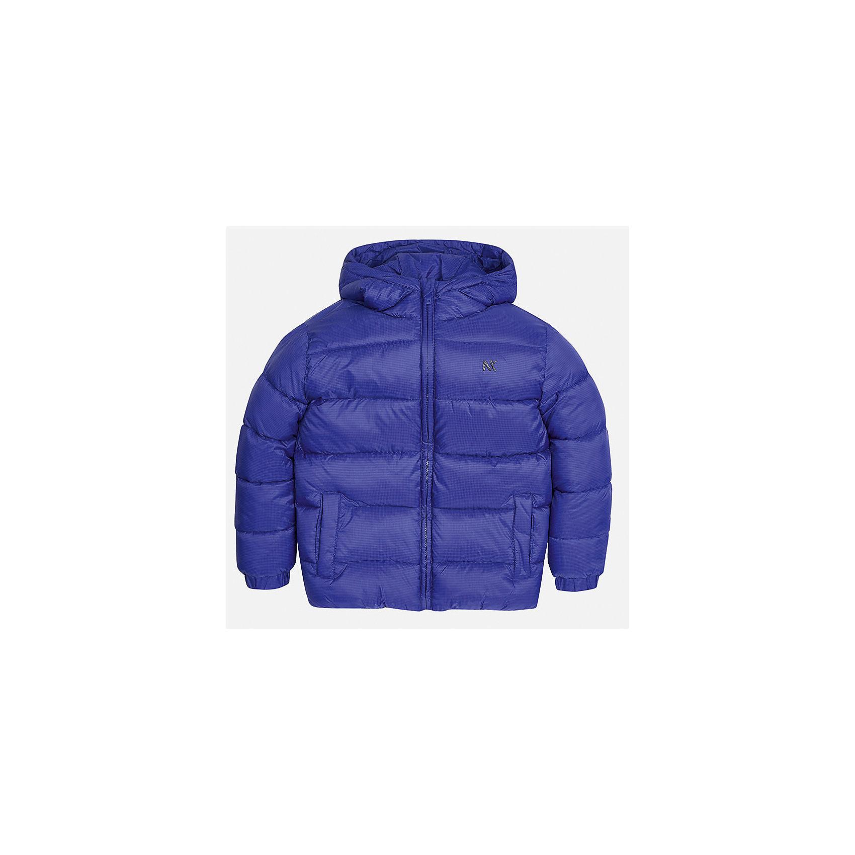 Куртка Mayoral для мальчикаВерхняя одежда<br>Характеристики товара:<br><br>• цвет: синий;<br>• сезон: демисезон;<br>• состав ткани: 100% полиэстер;<br>• состав подкладки: 100% полиэстер;<br>• стеганая;<br>• капюшон: без меха, не отстегивается;<br>• страна бренда: Испания;<br>• страна изготовитель: Бангладеш.<br><br>Демисезонная куртка для мальчика от популярного бренда Mayoral несомненно понравится вам и вашему ребенку. Качественные ткани, безупречное исполнение, все модели в центре модных тенденций. Внешняя ткань плащевая, подкладка из флиса, аккуратные швы. Рукава на внутренней манжете. Застегивается на замок-молнию, капюшон не отстегивается. <br><br>Легкая и теплая куртка с капюшоном и карманами на холодную осень-весну. Грамотный крой изделия обеспечивает отличную посадку по фигуре.<br><br>Куртку  для мальчика Mayoral (Майорал) можно купить в нашем интернет-магазине.<br><br>Ширина мм: 356<br>Глубина мм: 10<br>Высота мм: 245<br>Вес г: 519<br>Цвет: синий<br>Возраст от месяцев: 168<br>Возраст до месяцев: 180<br>Пол: Мужской<br>Возраст: Детский<br>Размер: 170,128/134,140,152,158,164<br>SKU: 6931936