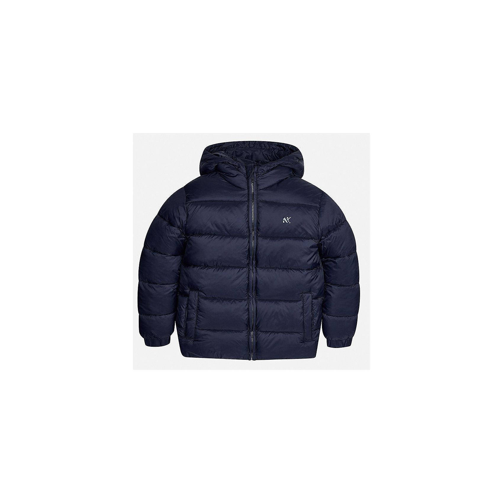 Куртка для мальчика MayoralДемисезонные куртки<br>Характеристики товара:<br><br>• цвет: темно-синий;<br>• сезон: демисезон;<br>• состав ткани: 100% полиэстер;<br>• состав подкладки: 100% полиэстер;<br>• стеганая;<br>• капюшон: без меха, не отстегивается;<br>• страна бренда: Испания;<br>• страна изготовитель: Бангладеш.<br><br>Демисезонная куртка для мальчика от популярного бренда Mayoral несомненно понравится вам и вашему ребенку. Качественные ткани, безупречное исполнение, все модели в центре модных тенденций. Внешняя ткань плащевая, подкладка из флиса, аккуратные швы. Рукава на внутренней манжете. Застегивается на замок-молнию, капюшон не отстегивается. <br><br>Легкая и теплая куртка с капюшоном и карманами на холодную осень-весну. Грамотный крой изделия обеспечивает отличную посадку по фигуре.<br><br>Куртку  для мальчика Mayoral (Майорал) можно купить в нашем интернет-магазине.<br><br>Ширина мм: 356<br>Глубина мм: 10<br>Высота мм: 245<br>Вес г: 519<br>Цвет: синий<br>Возраст от месяцев: 168<br>Возраст до месяцев: 180<br>Пол: Мужской<br>Возраст: Детский<br>Размер: 170,128/134,140,152,158,164<br>SKU: 6931949