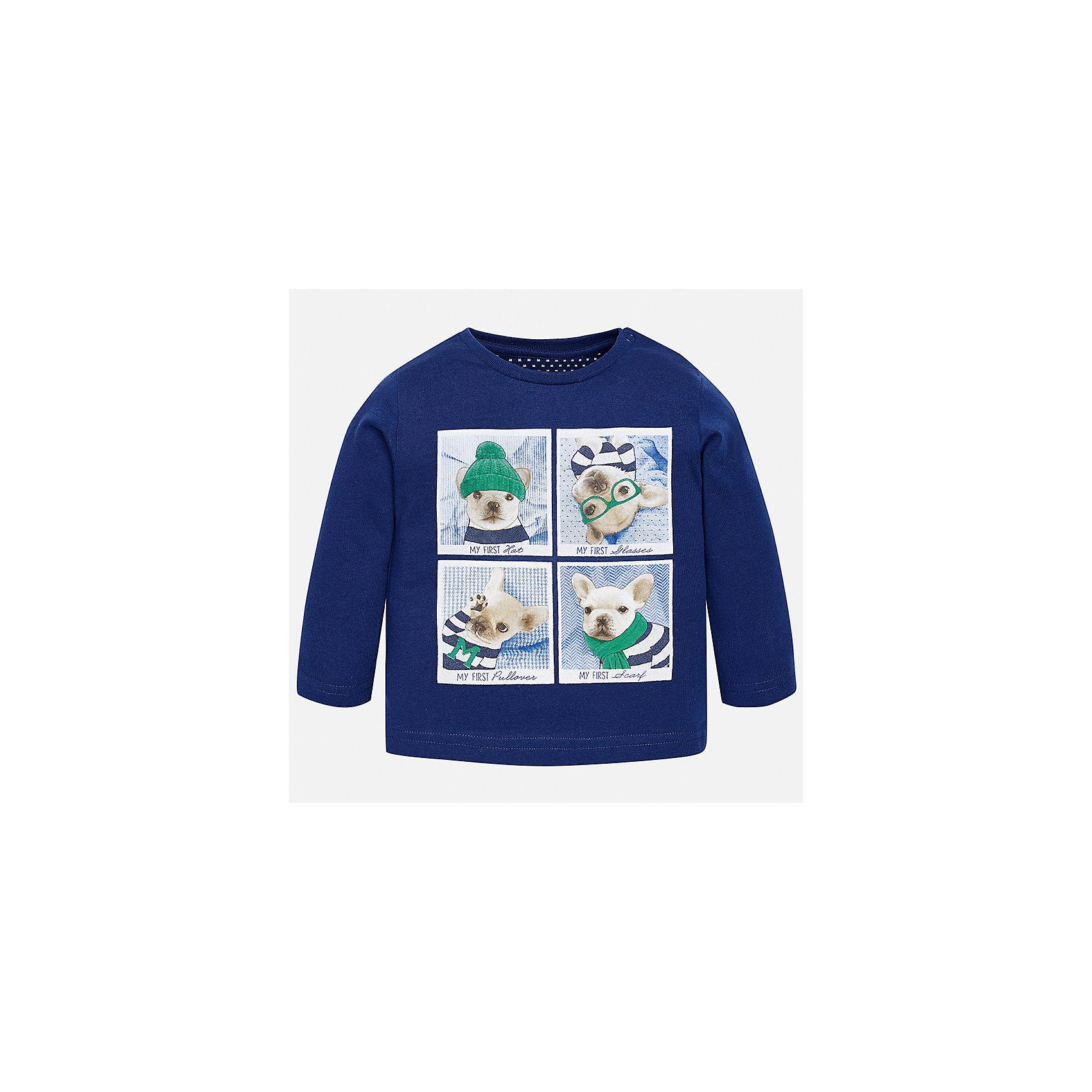 Футболка с длинным рукавом для мальчика MayoralФутболки, топы<br>Характеристики товара:<br><br>• цвет: синий;<br>• состав ткани: 100% хлопок;<br>• длинный рукав;<br>• рисунок: принт;<br>• кнопка на воротнике;<br>• сезон: демисезон;<br>• страна бренда: Испания;<br>• страна изготовитель: Индия.<br><br>Лонгслив для мальчика от популярного бренда Mayoral  выполнен из натурального хлопка, ткань эластичная и приятная на ощупь. Однотонная модель декорирована принтом с изображением забавных песиков, имеет круглый вырез.<br><br>Стильный лонгслив синего цвета дополнен кнопками по плечевому шву для удобства переодевания малыша.  Очень практичный и долгий в носке, цвет не тускнеет, смотрится аккуратно и стильно. Лонгслив идеально подходит для повседневной одежды как дома, так и на прогулку.<br><br>Для производства детской одежды популярный бренд Mayoral используют только качественную фурнитуру и материалы. Оригинальные и модные вещи от Майорал неизменно привлекают внимание и нравятся детям.<br><br>Лонгслив для мальчика Mayoral (Майорал) можно купить в нашем интернет-магазине.<br><br>Ширина мм: 230<br>Глубина мм: 40<br>Высота мм: 220<br>Вес г: 250<br>Цвет: синий<br>Возраст от месяцев: 6<br>Возраст до месяцев: 9<br>Пол: Мужской<br>Возраст: Детский<br>Размер: 74,98,92,86,80<br>SKU: 6932326