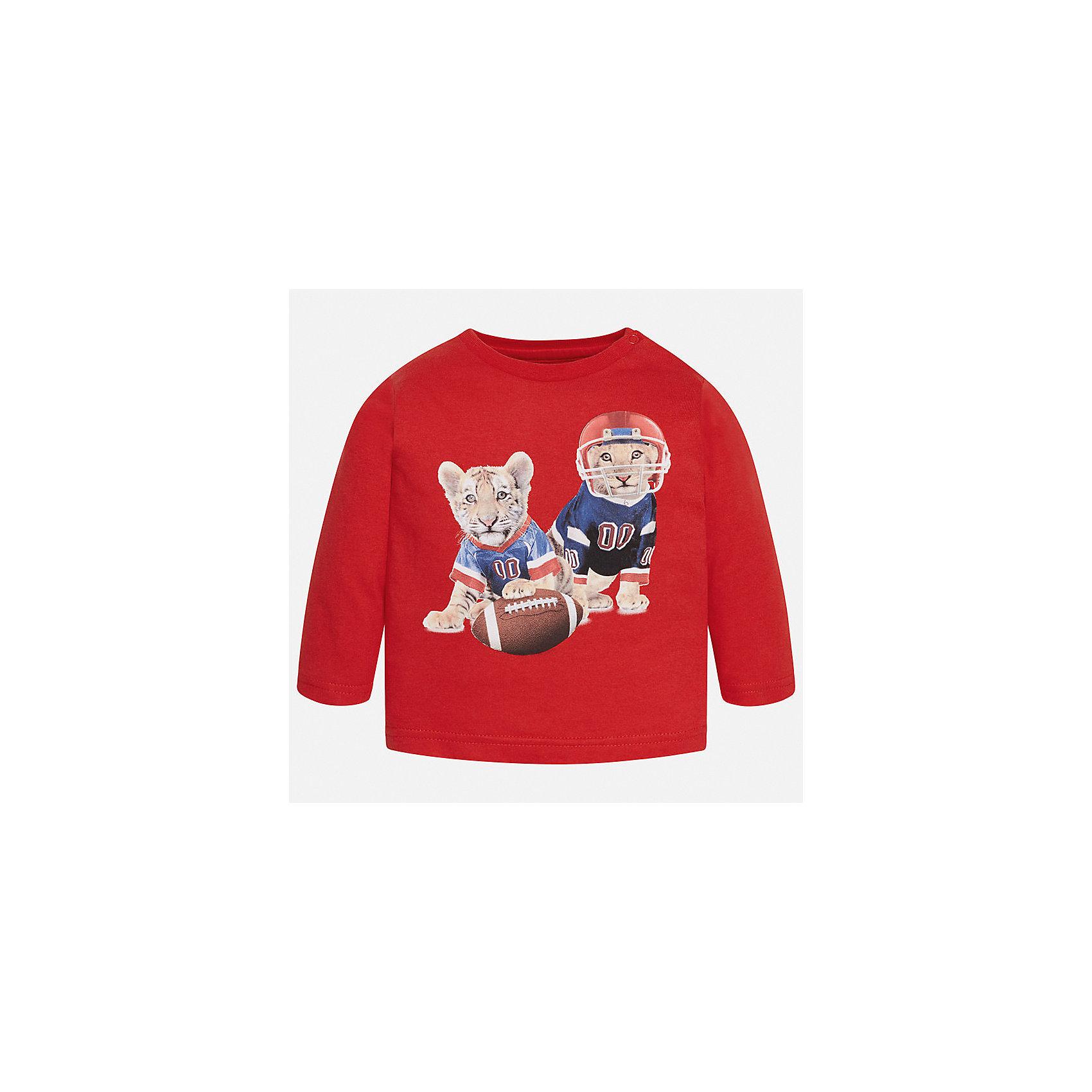 Футболка с длинным рукавом для мальчика MayoralФутболки с длинным рукавом<br>Характеристики товара:<br><br>• цвет: красный;<br>• состав ткани: 100% хлопок;<br>• длинный рукав;<br>• рисунок: принт;<br>• кнопка на воротнике;<br>• сезон: демисезон;<br>• страна бренда: Испания;<br>• страна изготовитель: Индия.<br><br>Лонгслив для мальчика от популярного бренда Mayoral  выполнен из натурального хлопка, ткань эластичная и приятная на ощупь. Однотонная модель декорирована принтом с изображением милых тигрят, имеет круглый вырез.<br><br>Стильный лонгслив молочного цвета дополнен кнопками по плечевому шву для удобства переодевания малыша.  Очень практичный и долгий в носке, цвет не тускнеет, смотрится аккуратно и стильно. Лонгслив идеально подходит для повседневной одежды как дома, так и на прогулку.<br><br>Для производства детской одежды популярный бренд Mayoral используют только качественную фурнитуру и материалы. Оригинальные и модные вещи от Майорал неизменно привлекают внимание и нравятся детям.<br><br>Лонгслив для мальчика Mayoral (Майорал) можно купить в нашем интернет-магазине.<br><br>Ширина мм: 230<br>Глубина мм: 40<br>Высота мм: 220<br>Вес г: 250<br>Цвет: красный<br>Возраст от месяцев: 24<br>Возраст до месяцев: 36<br>Пол: Мужской<br>Возраст: Детский<br>Размер: 98,74,80,86,92<br>SKU: 6932350