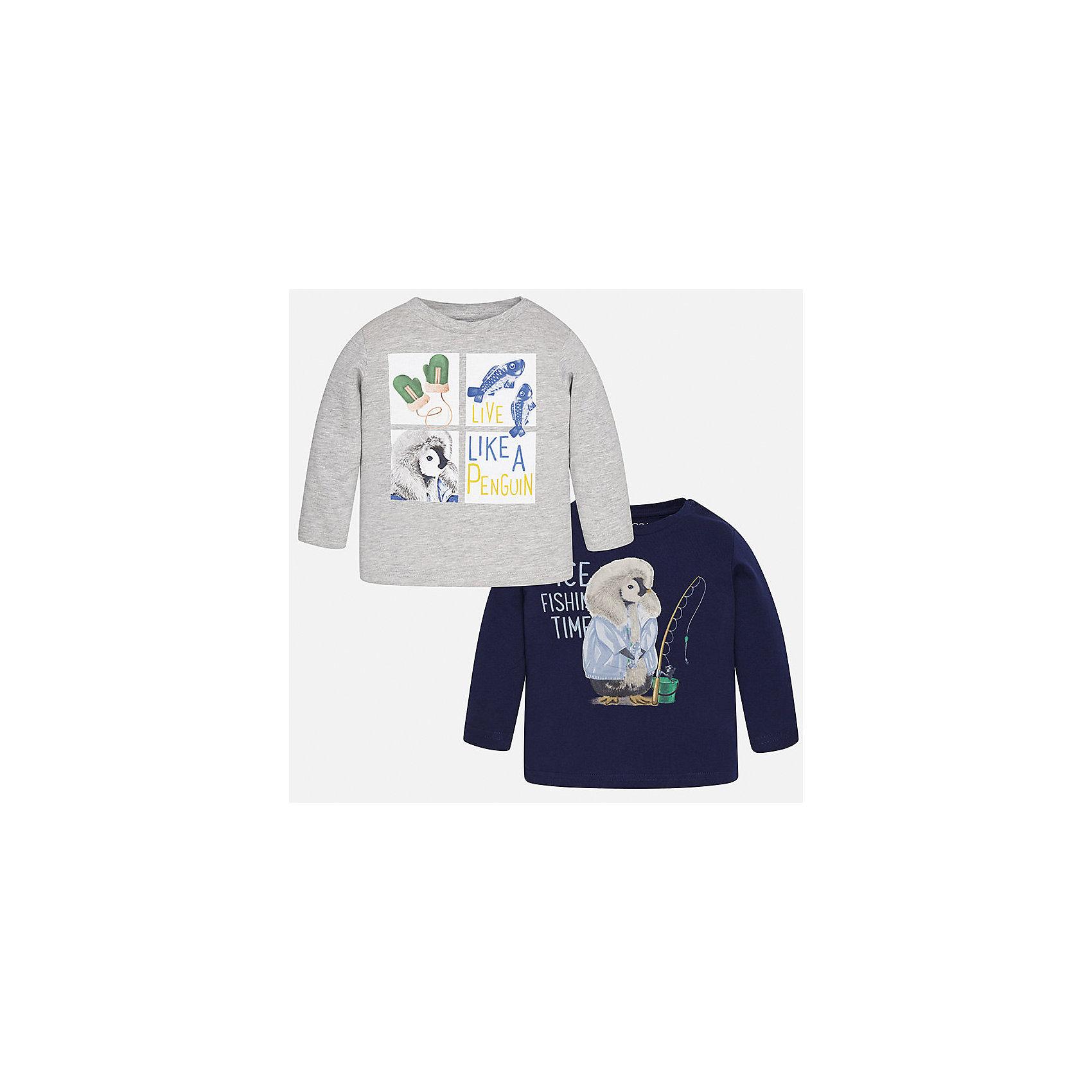 Футболка с длинным рукавом (2 шт.) для мальчика MayoralФутболки с длинным рукавом<br>Характеристики товара:<br><br>• цвет: синий/серый;<br>• комплект: 2 шт.;<br>• состав ткани: 100% хлопок;<br>• длинный рукав;<br>• рисунок: принт;<br>• кнопка на воротнике;<br>• сезон: демисезон;<br>• страна бренда: Испания;<br>• страна изготовитель: Индия.<br><br>Комплект из двух футболок с длинным рукавом для мальчика от популярного бренда Mayoral  выполнен из натурального хлопка, ткань эластичная и приятная на ощупь. Однотонные модели декорированы принтом с изображением милых и забавных пингвинов, имеют круглый вырез и кнопки по плечевому шву для удобства переодевания малыша.  <br><br>Обе модели очень практичны и долги в носке, цвет не тускнеет, смотрятся аккуратно и стильно. Идеально подходит для повседневной одежды как дома, так и на прогулку.<br><br>Для производства детской одежды популярный бренд Mayoral используют только качественную фурнитуру и материалы. Оригинальные и модные вещи от Майорал неизменно привлекают внимание и нравятся детям.<br><br>Комплект из двух футболок с длинным рукавом для мальчика Mayoral (Майорал) можно купить в нашем интернет-магазине.<br><br>Ширина мм: 230<br>Глубина мм: 40<br>Высота мм: 220<br>Вес г: 250<br>Цвет: сине-серый<br>Возраст от месяцев: 6<br>Возраст до месяцев: 9<br>Пол: Мужской<br>Возраст: Детский<br>Размер: 74,98,92,86,80<br>SKU: 6932380