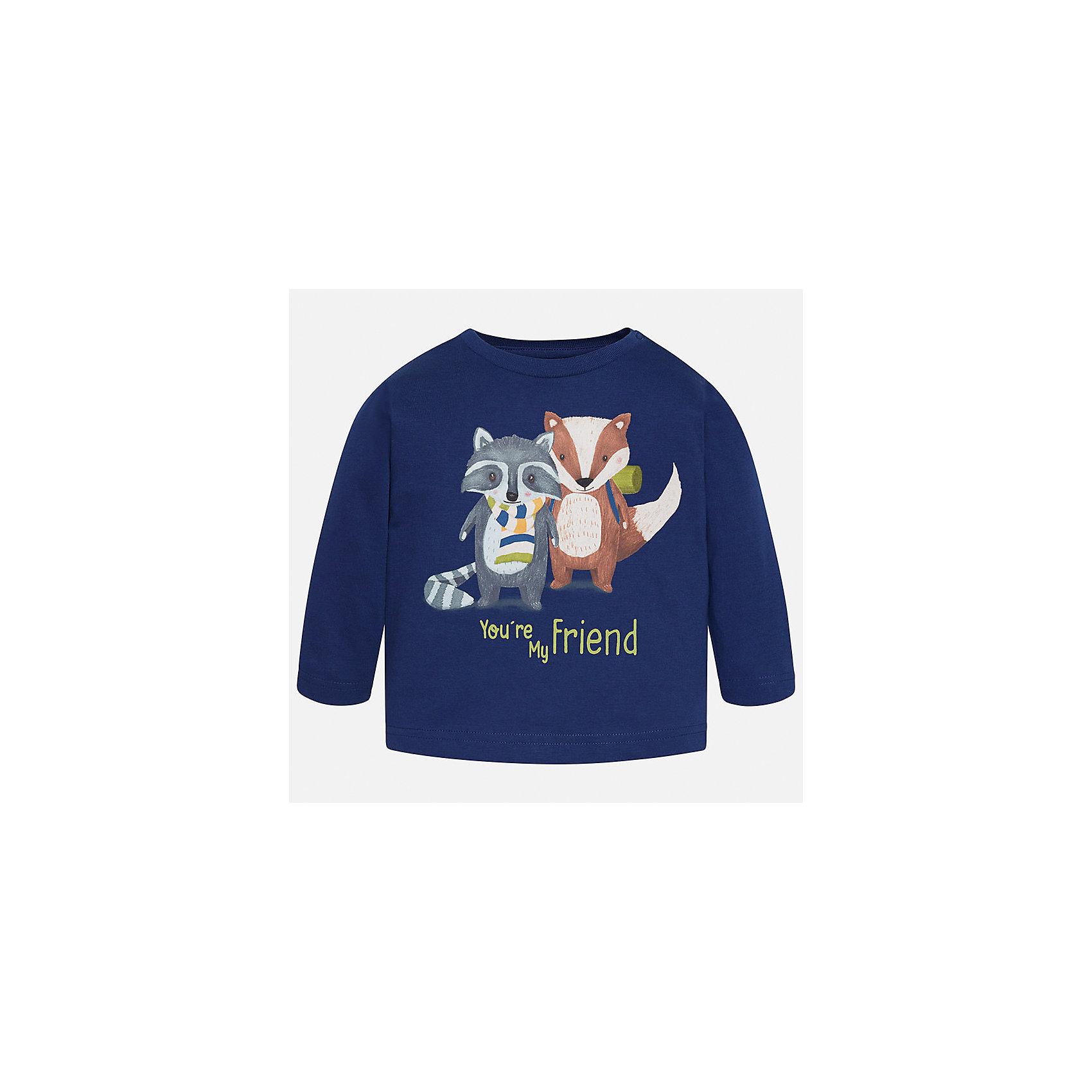Футболка с длинным рукавом для мальчика MayoralФутболки с длинным рукавом<br>Характеристики товара:<br><br>• цвет: синий;<br>• состав ткани: 100% хлопок;<br>• длинный рукав;<br>• рисунок: принт;<br>• кнопка на воротнике;<br>• сезон: демисезон;<br>• страна бренда: Испания;<br>• страна изготовитель: Индия.<br><br>Лонгслив для мальчика от популярного бренда Mayoral  выполнен из натурального хлопка, ткань эластичная и приятная на ощупь. Однотонная модель декорирована спереди принтом с изображением веселых друзей-зверят, имеет круглый вырез и дополнен кнопками по плечевому шву для удобства переодевания малыша.  <br><br>Очень практичная и долгая в носке модель, цвет не тускнеет, смотрится аккуратно и стильно. Лонгслив синего цвета идеально пододойдет для повседневной одежды  для дома, так и на прогулку.<br><br>Для производства детской одежды популярный бренд Mayoral используют только качественную фурнитуру и материалы. Оригинальные и модные вещи от Майорал неизменно привлекают внимание и нравятся детям.<br><br>Лонгслив для мальчика Mayoral (Майорал) можно купить в нашем интернет-магазине.<br><br>Ширина мм: 230<br>Глубина мм: 40<br>Высота мм: 220<br>Вес г: 250<br>Цвет: синий<br>Возраст от месяцев: 24<br>Возраст до месяцев: 36<br>Пол: Мужской<br>Возраст: Детский<br>Размер: 98,80,74,86,92<br>SKU: 6932416