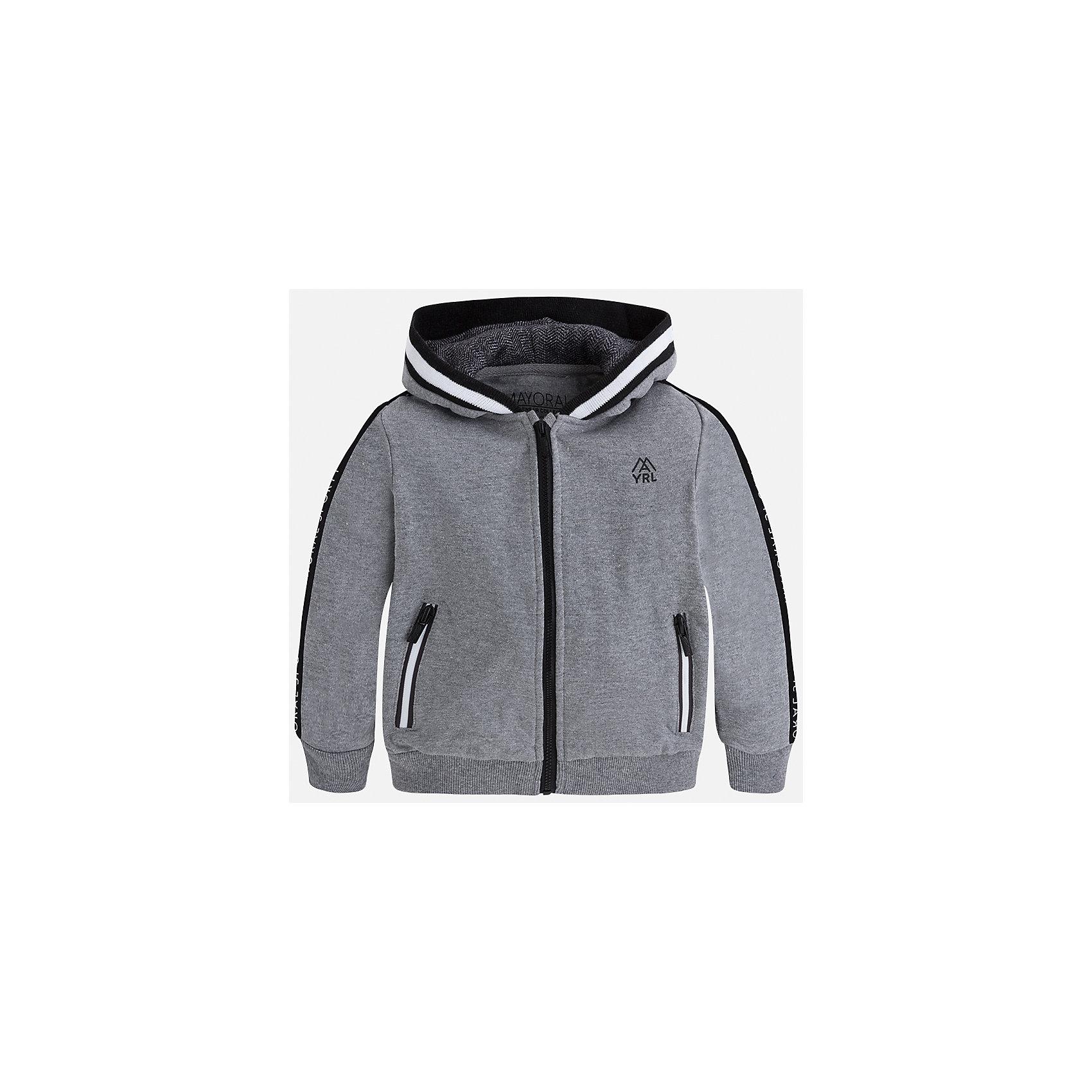 Куртка для мальчика MayoralТолстовки<br>Характеристики товара:<br><br>• цвет: серый<br>• состав ткани: 55% хлопок, 45% полиэстер<br>• сезон: демисезон<br>• особенности толстовки: с манжетами, на молнии<br>• капюшон: без меха, несъемный<br>• застежка: молния<br>• страна бренда: Испания<br>• страна изготовитель: Индия<br><br>Такая детская толстовка от Mayoral дополнена удобными карманами и капюшоном. Толстовка для мальчика сшита из приятного на ощупь хлопкового трикотажа. Детская одежда от испанской компании Mayoral, как и эта серая толстовка для мальчика, отличается оригинальным и всегда стильным дизайном. Качество продукции неизменно очень высокое.<br><br>Толстовку для мальчика Mayoral (Майорал) можно купить в нашем интернет-магазине.<br><br>Ширина мм: 356<br>Глубина мм: 10<br>Высота мм: 245<br>Вес г: 519<br>Цвет: серый<br>Возраст от месяцев: 96<br>Возраст до месяцев: 108<br>Пол: Мужской<br>Возраст: Детский<br>Размер: 134,92,98,104,110,116,122,128<br>SKU: 6932775
