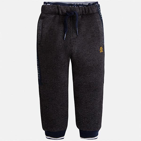 Брюки для мальчика MayoralБрюки<br>Характеристики товара:<br><br>• цвет: серый<br>• состав ткани: 100% полиэстер<br>• сезон: демисезон<br>• особенности модели: спортивный стиль<br>• пояс: резинка и шнурок<br>• манжеты<br>• страна бренда: Испания<br>• страна изготовитель: Индия<br><br>Детские спортивные брюки сшиты из плотного приятного на ощупь материала. Благодаря мягкой резинке в поясе и свободному силуэту этих детских брюк создаются комфортные условия для тела. Спортивные брюки для мальчика отличаются стильным дизайном.<br><br>Брюки для мальчика Mayoral (Майорал) можно купить в нашем интернет-магазине.<br>Ширина мм: 215; Глубина мм: 88; Высота мм: 191; Вес г: 336; Цвет: серый; Возраст от месяцев: 24; Возраст до месяцев: 36; Пол: Мужской; Возраст: Детский; Размер: 98,134,128,122,116,110,104; SKU: 6933000;