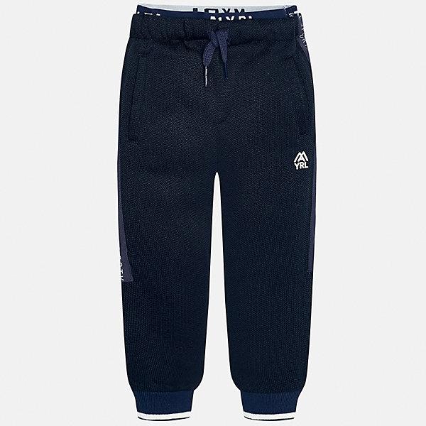 Брюки для мальчика MayoralБрюки<br>Характеристики товара:<br><br>• цвет: серый<br>• состав ткани: 100% полиэстер<br>• сезон: демисезон<br>• особенности модели: спортивный стиль<br>• пояс: резинка и шнурок<br>• манжеты<br>• страна бренда: Испания<br>• страна изготовитель: Индия<br><br>Спортивные брюки для мальчика от Майорал помогут обеспечить ребенку комфорт. Такие детские брюки отличаются лаконичным дизайном. В спортивных брюках для мальчика от испанской компании Майорал ребенок будет выглядеть модно, а чувствовать себя - комфортно. <br><br>Брюки для мальчика Mayoral (Майорал) можно купить в нашем интернет-магазине.<br>Ширина мм: 215; Глубина мм: 88; Высота мм: 191; Вес г: 336; Цвет: синий; Возраст от месяцев: 96; Возраст до месяцев: 108; Пол: Мужской; Возраст: Детский; Размер: 134,122,98,104,110,116,128; SKU: 6933008;