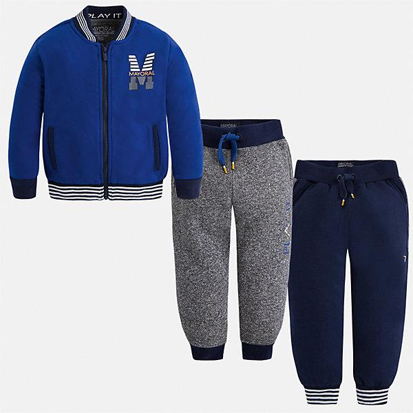 Спортивный костюм Mayoral для мальчикаКомплекты<br>Характеристики товара:<br><br>• цвет: синий<br>• состав ткани: 60% хлопок, 40% полиэстер<br>• комплектация: куртка, 2 брюк<br>• сезон: демисезон<br>• особенности модели: спортивный стиль<br>• застежка: молния<br>• длинные рукава<br>• пояс брюк: резинка, шнурок<br>• страна бренда: Испания<br>• страна изготовитель: Индия<br><br>Спортивный костюм для мальчика от Майорал поможет обеспечить ребенку комфорт. Детский костюм для спорта отличается стильным и продуманным дизайном. В спортивном костюме для мальчика от испанской компании Майорал ребенок будет выглядеть модно, а чувствовать себя - комфортно. <br><br>Спортивный костюм для мальчика Mayoral (Майорал) можно купить в нашем интернет-магазине.<br><br>Ширина мм: 247<br>Глубина мм: 16<br>Высота мм: 140<br>Вес г: 225<br>Цвет: синий<br>Возраст от месяцев: 96<br>Возраст до месяцев: 108<br>Пол: Мужской<br>Возраст: Детский<br>Размер: 134,92,98,104,110,116,122,128<br>SKU: 6933034