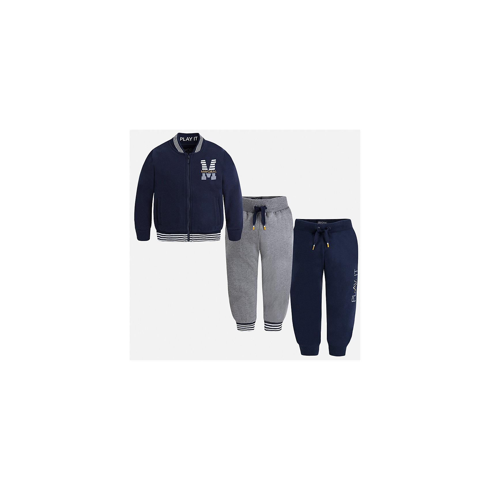 Спортивный костюм для мальчика MayoralКомплекты<br>Характеристики товара:<br><br>• цвет: синий<br>• состав ткани: 60% хлопок, 40% полиэстер<br>• комплектация: куртка, 2 брюк<br>• сезон: демисезон<br>• особенности модели: спортивный стиль<br>• застежка: молния<br>• длинные рукава<br>• пояс брюк: резинка, шнурок<br>• страна бренда: Испания<br>• страна изготовитель: Индия<br><br>Этот детский комплект из спортивной курточки и двух брюк подойдет для занятий спортом. Отличный способ обеспечить ребенку тепло и комфорт - надеть детский спортивный костюм от Mayoral. Детский спортивный костюм сшит из приятного на ощупь материала. Спортивный костюм для мальчика Mayoral удобно сидит по фигуре.<br><br>Спортивный костюм для мальчика Mayoral (Майорал) можно купить в нашем интернет-магазине.<br><br>Ширина мм: 247<br>Глубина мм: 16<br>Высота мм: 140<br>Вес г: 225<br>Цвет: темно-синий<br>Возраст от месяцев: 96<br>Возраст до месяцев: 108<br>Пол: Мужской<br>Возраст: Детский<br>Размер: 116,122,128,134,92,98,104,110<br>SKU: 6933043