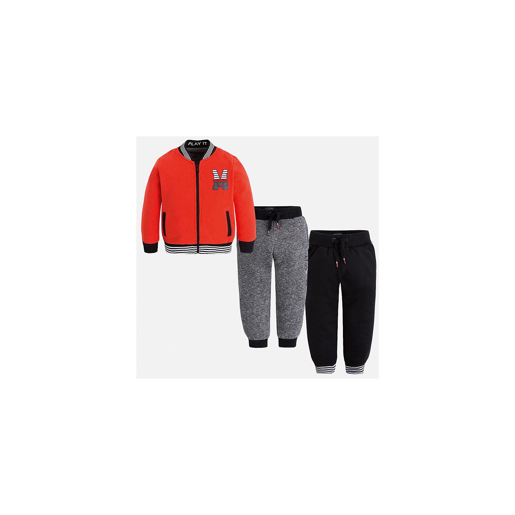 Спортивный костюм для мальчика MayoralКомплекты<br>Характеристики товара:<br><br>• цвет: красный<br>• состав ткани: 60% хлопок, 40% полиэстер<br>• комплектация: куртка, 2 брюк<br>• сезон: демисезон<br>• особенности модели: спортивный стиль<br>• застежка: молния<br>• длинные рукава<br>• пояс брюк: резинка, шнурок<br>• страна бренда: Испания<br>• страна изготовитель: Индия<br><br>Детский спортивный комплект состоит из курточки и двух брюк. Спортивный костюм сделан из плотного приятного на ощупь материала. Благодаря продуманному крою детского спортивного костюма создаются комфортные условия для тела. Спортивный комплект для мальчика отличается стильный продуманным дизайном.<br><br>Спортивный костюм для мальчика Mayoral (Майорал) можно купить в нашем интернет-магазине.<br><br>Ширина мм: 247<br>Глубина мм: 16<br>Высота мм: 140<br>Вес г: 225<br>Цвет: красный<br>Возраст от месяцев: 96<br>Возраст до месяцев: 108<br>Пол: Мужской<br>Возраст: Детский<br>Размер: 134,92,98,104,110,116,122,128<br>SKU: 6933052