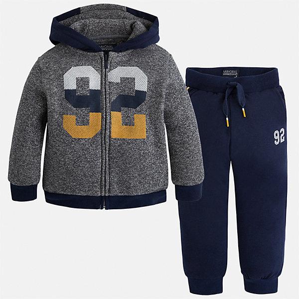 Спортивный костюм Mayoral для мальчикаКомплекты<br>Характеристики товара:<br><br>• цвет: темно-синий/серый<br>• состав ткани: 60% хлопок, 40% полиэстер<br>• комплектация: куртка, брюки<br>• сезон: демисезон<br>• особенности модели: спортивный стиль<br>• застежка: молния<br>• длинные рукава<br>• пояс брюк: резинка, шнурок<br>• страна бренда: Испания<br>• страна изготовитель: Индия<br><br>Модный спортивный костюм для мальчика от Майорал поможет обеспечить ребенку комфорт. Детский костюм для спорта отличается стильным и продуманным дизайном. В спортивном костюме для мальчика от испанской компании Майорал ребенок будет выглядеть модно, а чувствовать себя - комфортно. <br><br>Спортивный костюм для мальчика Mayoral (Майорал) можно купить в нашем интернет-магазине.<br><br>Ширина мм: 247<br>Глубина мм: 16<br>Высота мм: 140<br>Вес г: 225<br>Цвет: сине-серый<br>Возраст от месяцев: 18<br>Возраст до месяцев: 24<br>Пол: Мужской<br>Возраст: Детский<br>Размер: 104,98,92,134,128,122,116,110<br>SKU: 6933061
