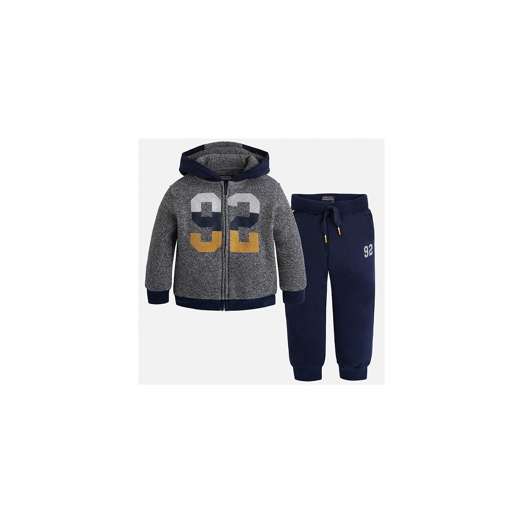 Спортивный костюм Mayoral для мальчикаКомплекты<br>Характеристики товара:<br><br>• цвет: синий<br>• состав ткани: 60% хлопок, 40% полиэстер<br>• комплектация: куртка, брюки<br>• сезон: демисезон<br>• особенности модели: спортивный стиль<br>• застежка: молния<br>• длинные рукава<br>• пояс брюк: резинка, шнурок<br>• страна бренда: Испания<br>• страна изготовитель: Индия<br><br>Модный спортивный костюм для мальчика от Майорал поможет обеспечить ребенку комфорт. Детский костюм для спорта отличается стильным и продуманным дизайном. В спортивном костюме для мальчика от испанской компании Майорал ребенок будет выглядеть модно, а чувствовать себя - комфортно. <br><br>Спортивный костюм для мальчика Mayoral (Майорал) можно купить в нашем интернет-магазине.<br><br>Ширина мм: 247<br>Глубина мм: 16<br>Высота мм: 140<br>Вес г: 225<br>Цвет: синий<br>Возраст от месяцев: 96<br>Возраст до месяцев: 108<br>Пол: Мужской<br>Возраст: Детский<br>Размер: 134,92,98,104,110,116,122,128<br>SKU: 6933061