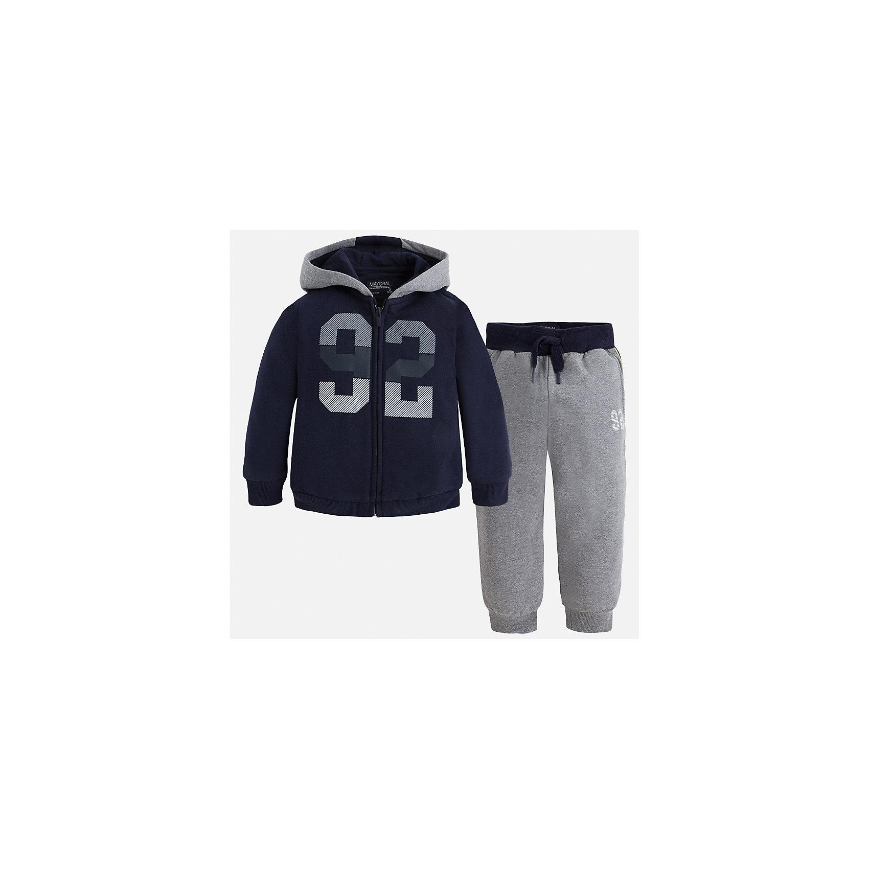 Спортивный костюм для мальчика MayoralКомплекты<br>Характеристики товара:<br><br>• цвет: темно-синий/серый<br>• состав ткани: 60% хлопок, 40% полиэстер<br>• комплектация: куртка, брюки<br>• сезон: демисезон<br>• особенности модели: спортивный стиль<br>• застежка: молния<br>• длинные рукава<br>• пояс брюк: резинка, шнурок<br>• страна бренда: Испания<br>• страна изготовитель: Индия<br><br> Такой детский комплект из спортивной курточки и брюк подойдет для занятий спортом. Отличный способ обеспечить ребенку тепло и комфорт - надеть детский спортивный костюм от Mayoral. Детский спортивный костюм сшит из приятного на ощупь материала. Спортивный костюм для мальчика Mayoral удобно сидит по фигуре.<br><br>Спортивный костюм для мальчика Mayoral (Майорал) можно купить в нашем интернет-магазине.<br><br>Ширина мм: 247<br>Глубина мм: 16<br>Высота мм: 140<br>Вес г: 225<br>Цвет: сине-серый<br>Возраст от месяцев: 96<br>Возраст до месяцев: 108<br>Пол: Мужской<br>Возраст: Детский<br>Размер: 134,92,98,104,110,116,122,128<br>SKU: 6933070