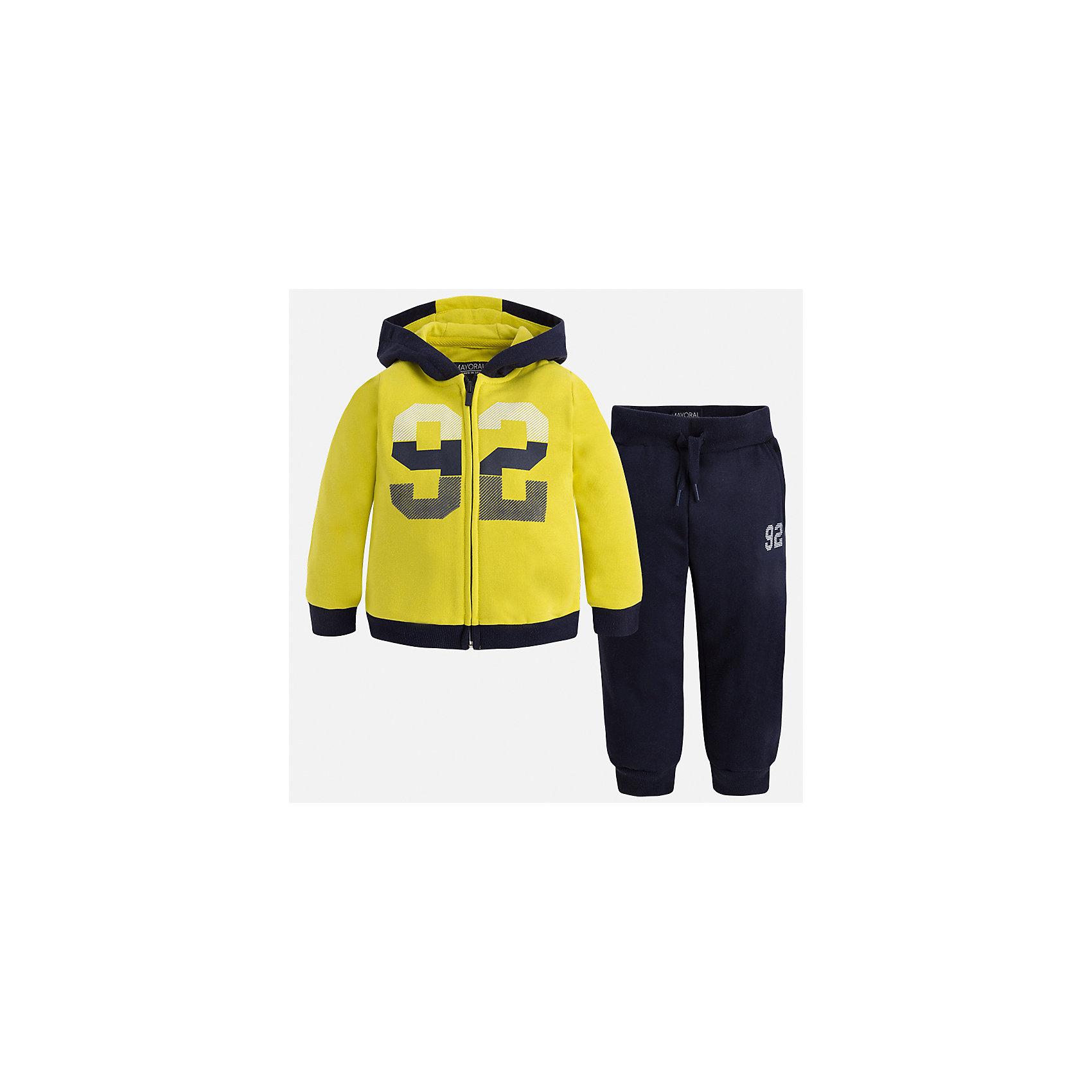 Спортивный костюм для мальчика MayoralКомплекты<br>Характеристики товара:<br><br>• цвет: темно-синий/желтый<br>• состав ткани: 60% хлопок, 40% полиэстер<br>• комплектация: куртка, брюки<br>• сезон: демисезон<br>• особенности модели: спортивный стиль<br>• застежка: молния<br>• длинные рукава<br>• пояс брюк: резинка, шнурок<br>• страна бренда: Испания<br>• страна изготовитель: Индия<br><br>Детский спортивный комплект состоит из курточки и брюк. Спортивный костюм сделан из плотного приятного на ощупь материала. Благодаря продуманному крою детского спортивного костюма создаются комфортные условия для тела. Спортивный комплект для мальчика отличается стильный продуманным дизайном.<br><br>Спортивный костюм для мальчика Mayoral (Майорал) можно купить в нашем интернет-магазине.<br><br>Ширина мм: 247<br>Глубина мм: 16<br>Высота мм: 140<br>Вес г: 225<br>Цвет: темно-синий<br>Возраст от месяцев: 18<br>Возраст до месяцев: 24<br>Пол: Мужской<br>Возраст: Детский<br>Размер: 92,134,128,122,116,110,104,98<br>SKU: 6933079