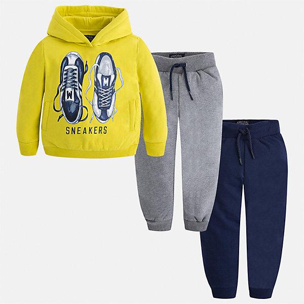 Спортивный костюм Mayoral для мальчикаКомплекты<br>Характеристики товара:<br><br>• цвет: зеленый/серый/темно-синий<br>• состав ткани: 60% хлопок, 40% полиэстер<br>• комплектация: куртка, 2 брюк<br>• сезон: демисезон<br>• особенности модели: спортивный стиль<br>• капюшон<br>• длинные рукава<br>• пояс брюк: резинка, шнурок<br>• страна бренда: Испания<br>• страна изготовитель: Индия<br><br>Модный спортивный костюм для мальчика от Майорал поможет обеспечить ребенку комфорт. Детский костюм для спорта отличается стильным и продуманным дизайном. В спортивном костюме для мальчика от испанской компании Майорал ребенок будет выглядеть модно, а чувствовать себя - комфортно. <br><br>Спортивный костюм для мальчика Mayoral (Майорал) можно купить в нашем интернет-магазине.<br>Ширина мм: 247; Глубина мм: 16; Высота мм: 140; Вес г: 225; Цвет: синий/зеленый; Возраст от месяцев: 18; Возраст до месяцев: 24; Пол: Мужской; Возраст: Детский; Размер: 92,134,128,122,116,110,104,98; SKU: 6933088;