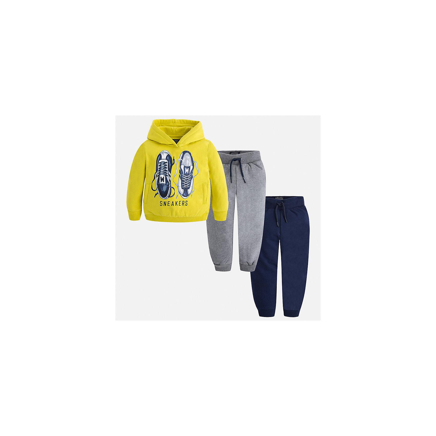 Спортивный костюм Mayoral для мальчикаКомплекты<br>Характеристики товара:<br><br>• цвет: зеленый<br>• состав ткани: 60% хлопок, 40% полиэстер<br>• комплектация: куртка, 2 брюк<br>• сезон: демисезон<br>• особенности модели: спортивный стиль<br>• капюшон<br>• длинные рукава<br>• пояс брюк: резинка, шнурок<br>• страна бренда: Испания<br>• страна изготовитель: Индия<br><br>Модный спортивный костюм для мальчика от Майорал поможет обеспечить ребенку комфорт. Детский костюм для спорта отличается стильным и продуманным дизайном. В спортивном костюме для мальчика от испанской компании Майорал ребенок будет выглядеть модно, а чувствовать себя - комфортно. <br><br>Спортивный костюм для мальчика Mayoral (Майорал) можно купить в нашем интернет-магазине.<br><br>Ширина мм: 247<br>Глубина мм: 16<br>Высота мм: 140<br>Вес г: 225<br>Цвет: зеленый<br>Возраст от месяцев: 96<br>Возраст до месяцев: 108<br>Пол: Мужской<br>Возраст: Детский<br>Размер: 134,92,98,104,110,116,122,128<br>SKU: 6933088