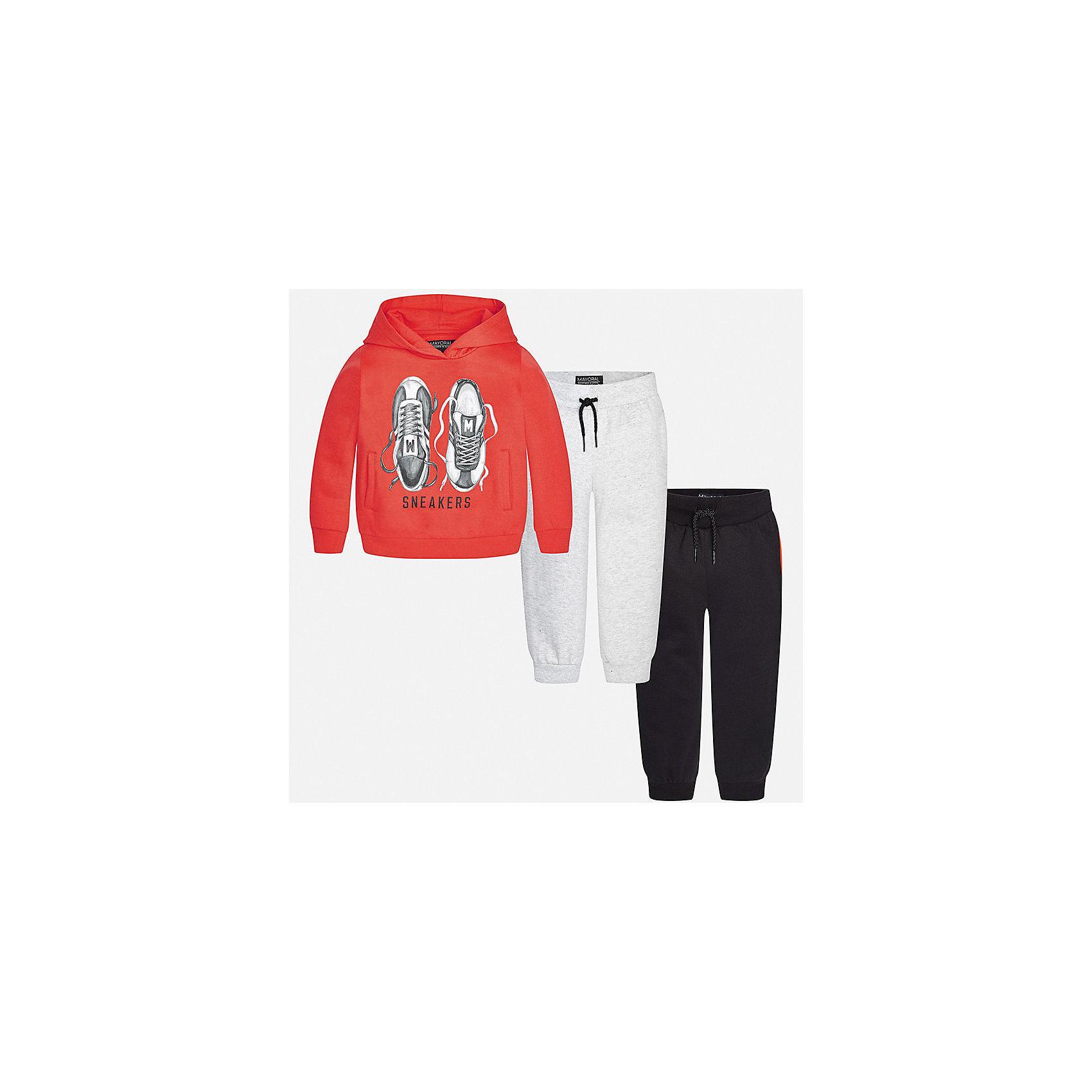 Спортивный костюм для мальчика MayoralКомплекты<br>Характеристики товара:<br><br>• цвет: оранжевый/серый/черный<br>• состав ткани: 60% хлопок, 40% полиэстер<br>• комплектация: куртка, 2 брюк<br>• сезон: демисезон<br>• особенности модели: спортивный стиль<br>• капюшон<br>• длинные рукава<br>• пояс брюк: резинка, шнурок<br>• страна бренда: Испания<br>• страна изготовитель: Индия<br><br>Удобный детский комплект из спортивной курточки и двух брюк подойдет для занятий спортом. Отличный способ обеспечить ребенку тепло и комфорт - надеть детский спортивный костюм от Mayoral. Детский спортивный костюм сшит из приятного на ощупь материала. Спортивный костюм для мальчика Mayoral удобно сидит по фигуре.<br><br>Спортивный костюм для мальчика Mayoral (Майорал) можно купить в нашем интернет-магазине.<br><br>Ширина мм: 247<br>Глубина мм: 16<br>Высота мм: 140<br>Вес г: 225<br>Цвет: серый/оранжевый<br>Возраст от месяцев: 18<br>Возраст до месяцев: 24<br>Пол: Мужской<br>Возраст: Детский<br>Размер: 92,98,104,110,116,122,128,134<br>SKU: 6933097