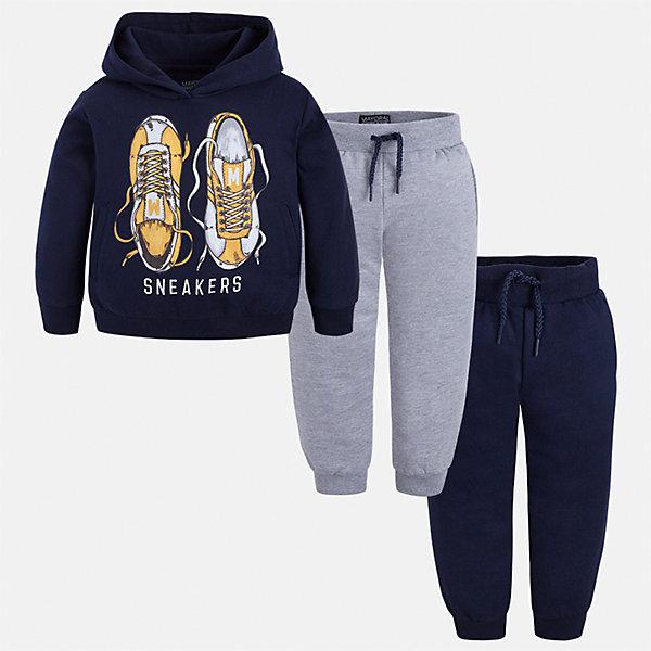 Спортивный костюм Mayoral для мальчикаКомплекты<br>Характеристики товара:<br><br>• цвет: темно-синий/серый<br>• состав ткани: 60% хлопок, 40% полиэстер<br>• комплектация: куртка, 2 брюк<br>• сезон: демисезон<br>• особенности модели: спортивный стиль<br>• капюшон<br>• длинные рукава<br>• пояс брюк: резинка, шнурок<br>• страна бренда: Испания<br>• страна изготовитель: Индия<br><br>Детский спортивный комплект состоит из курточки и двух брюк. Спортивный костюм сделан из плотного приятного на ощупь материала. Благодаря продуманному крою детского спортивного костюма создаются комфортные условия для тела. Спортивный комплект для мальчика отличается стильный продуманным дизайном.<br><br>Спортивный костюм для мальчика Mayoral (Майорал) можно купить в нашем интернет-магазине.<br><br>Ширина мм: 247<br>Глубина мм: 16<br>Высота мм: 140<br>Вес г: 225<br>Цвет: сине-серый<br>Возраст от месяцев: 84<br>Возраст до месяцев: 96<br>Пол: Мужской<br>Возраст: Детский<br>Размер: 134,122,116,110,104,98,92,128<br>SKU: 6933106